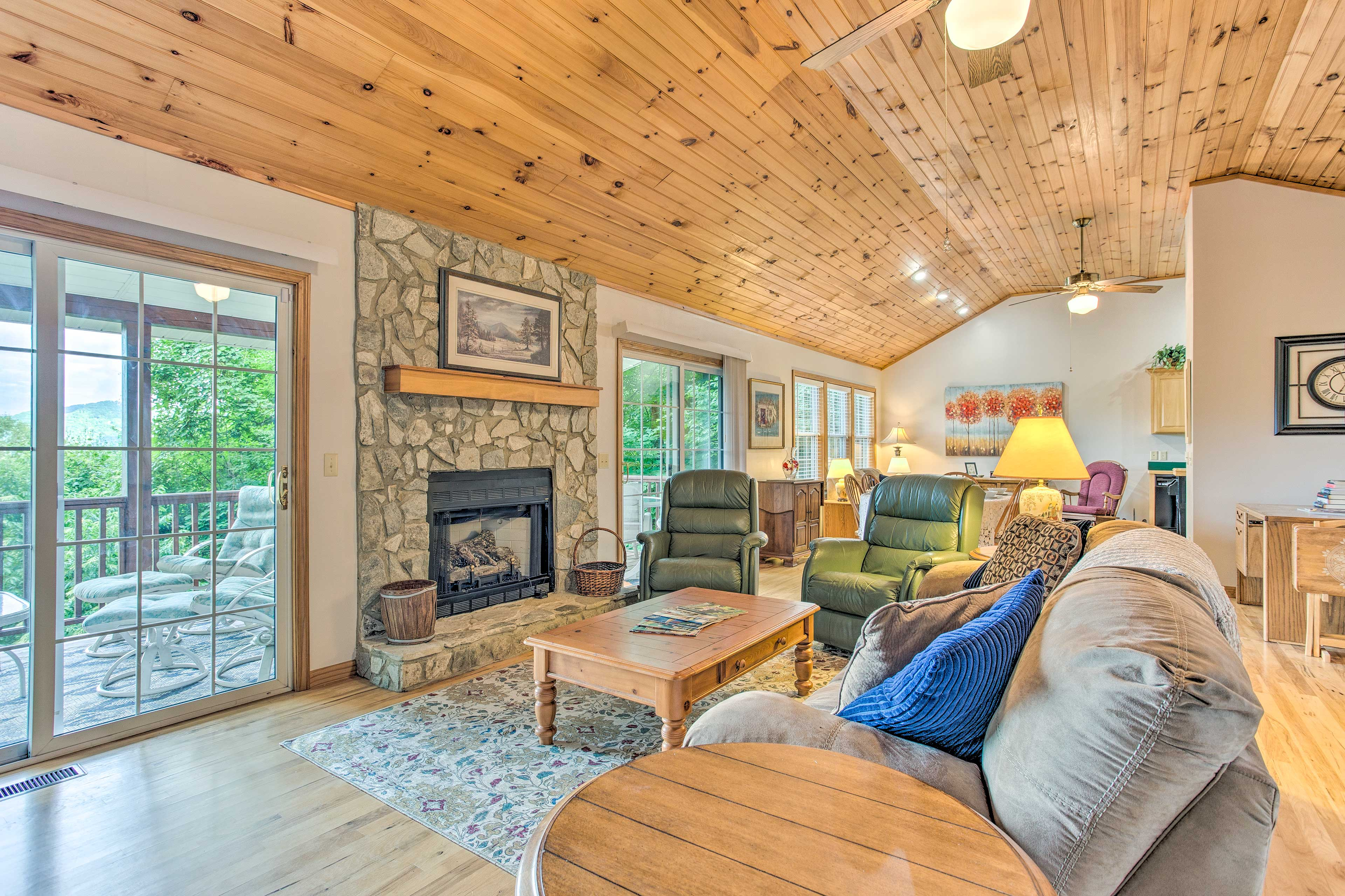 Maggie Valley Vacation Rental | 2BR | 2.5BA | 1,520 Sq Ft | Steps Required