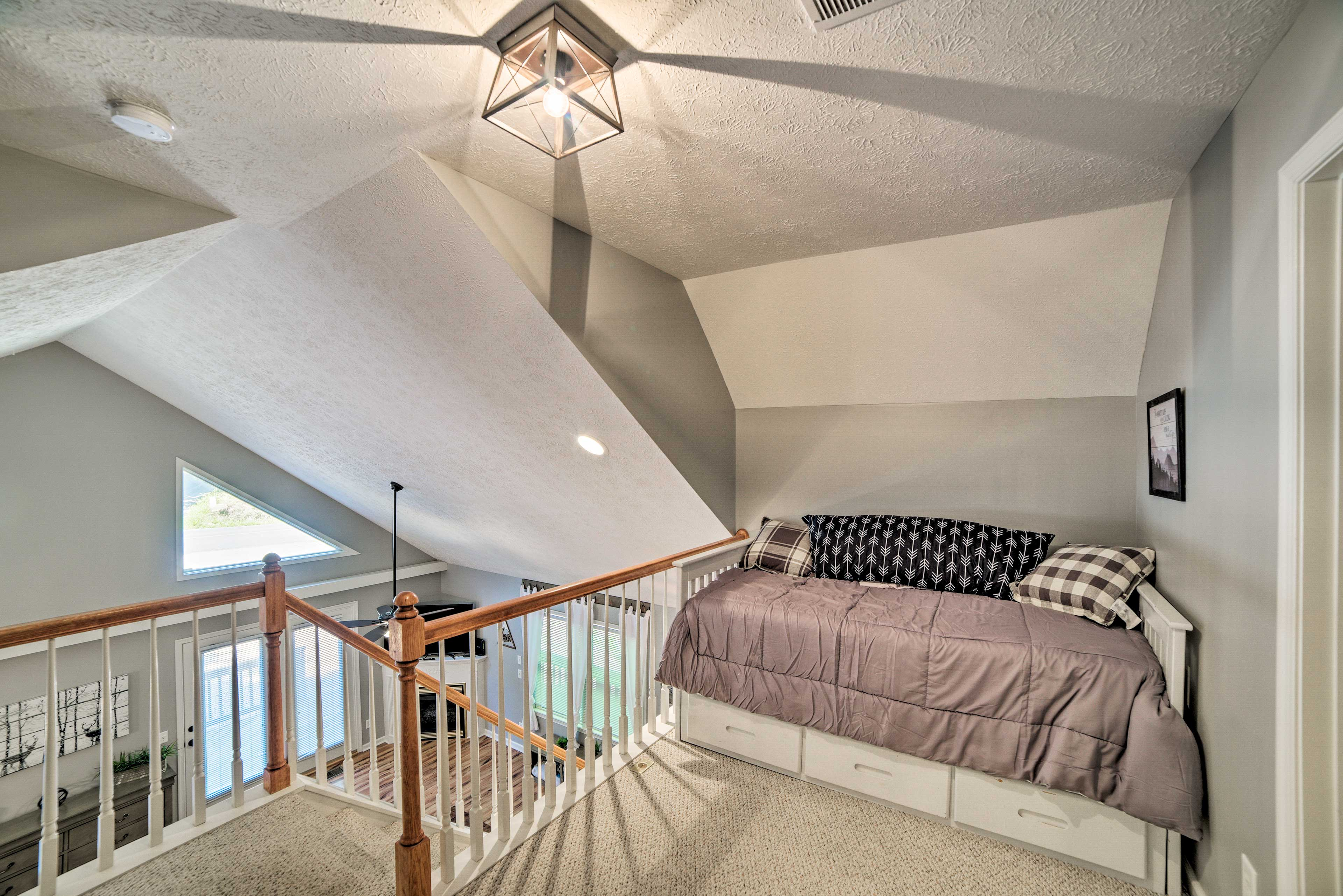Another 2 guests can get comfy in the loft, featuring a twin daybed & trundle.
