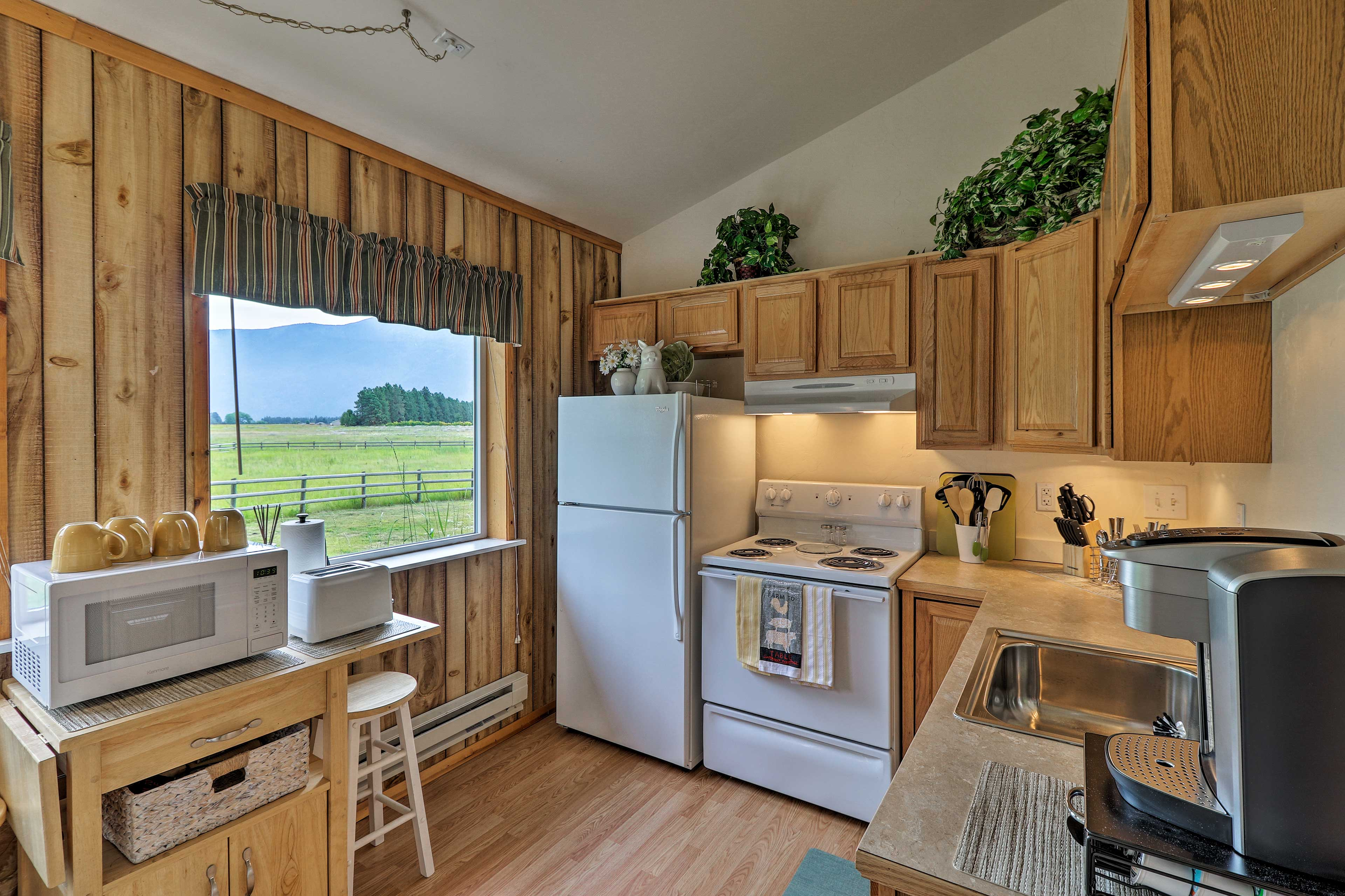 The kitchen is well-equipped so you can easily whip up meals and treats!