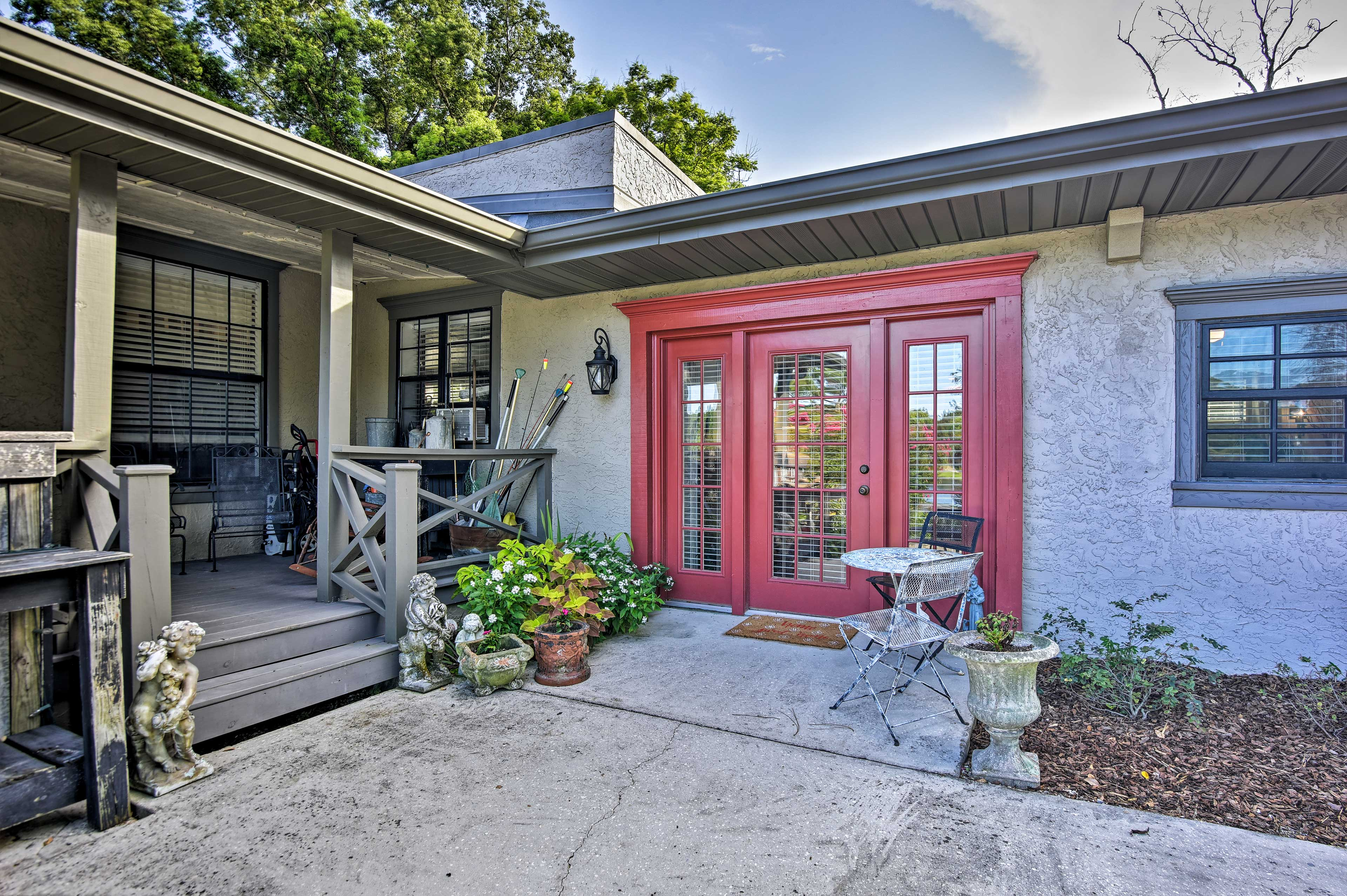 Book this charming Altamonte Springs vacation rental for a romantic getaway.