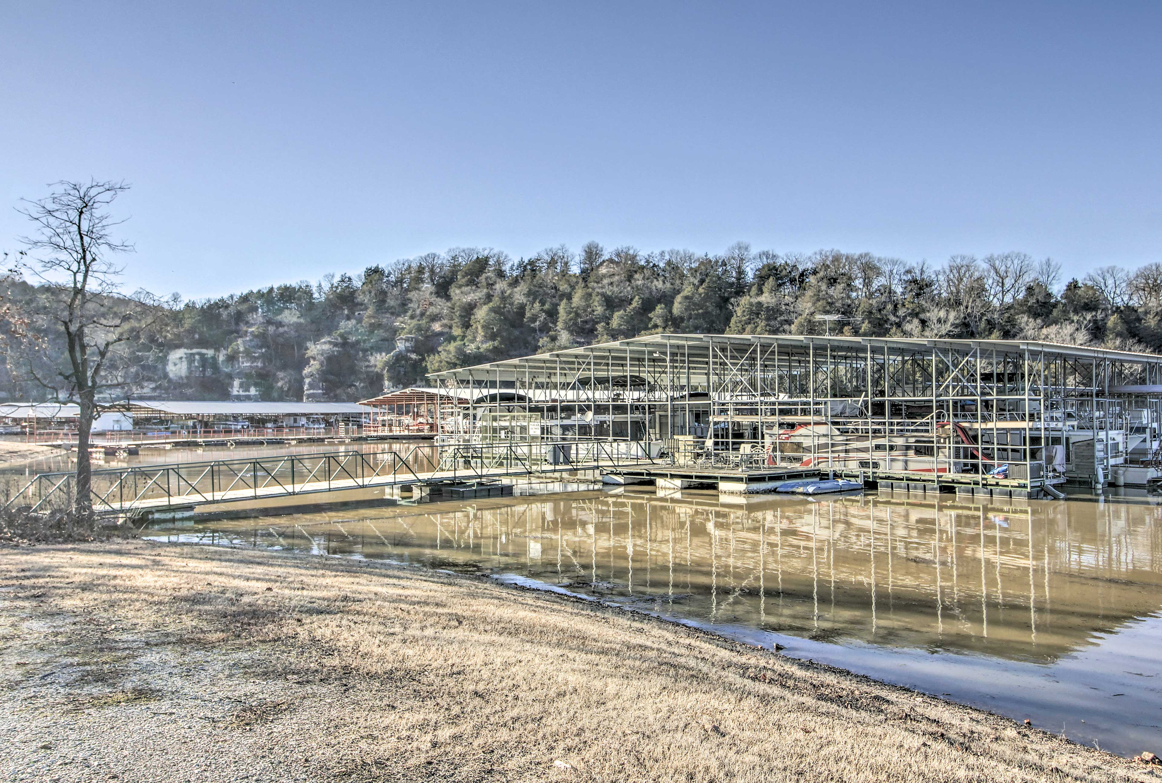 Cricket Creek Marina is down the road; it offers boat rentals and a boat ramp.