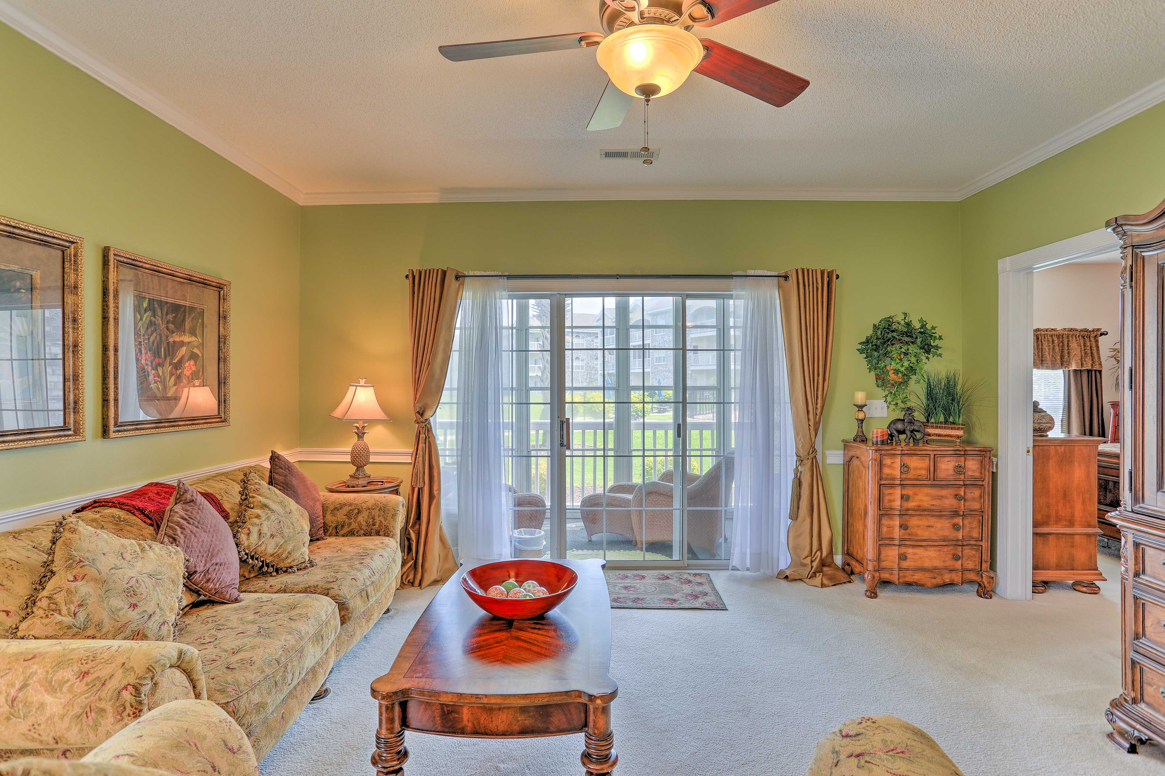 Make this Magnolia Place condo your home-away-from-home in Myrtle Beach.