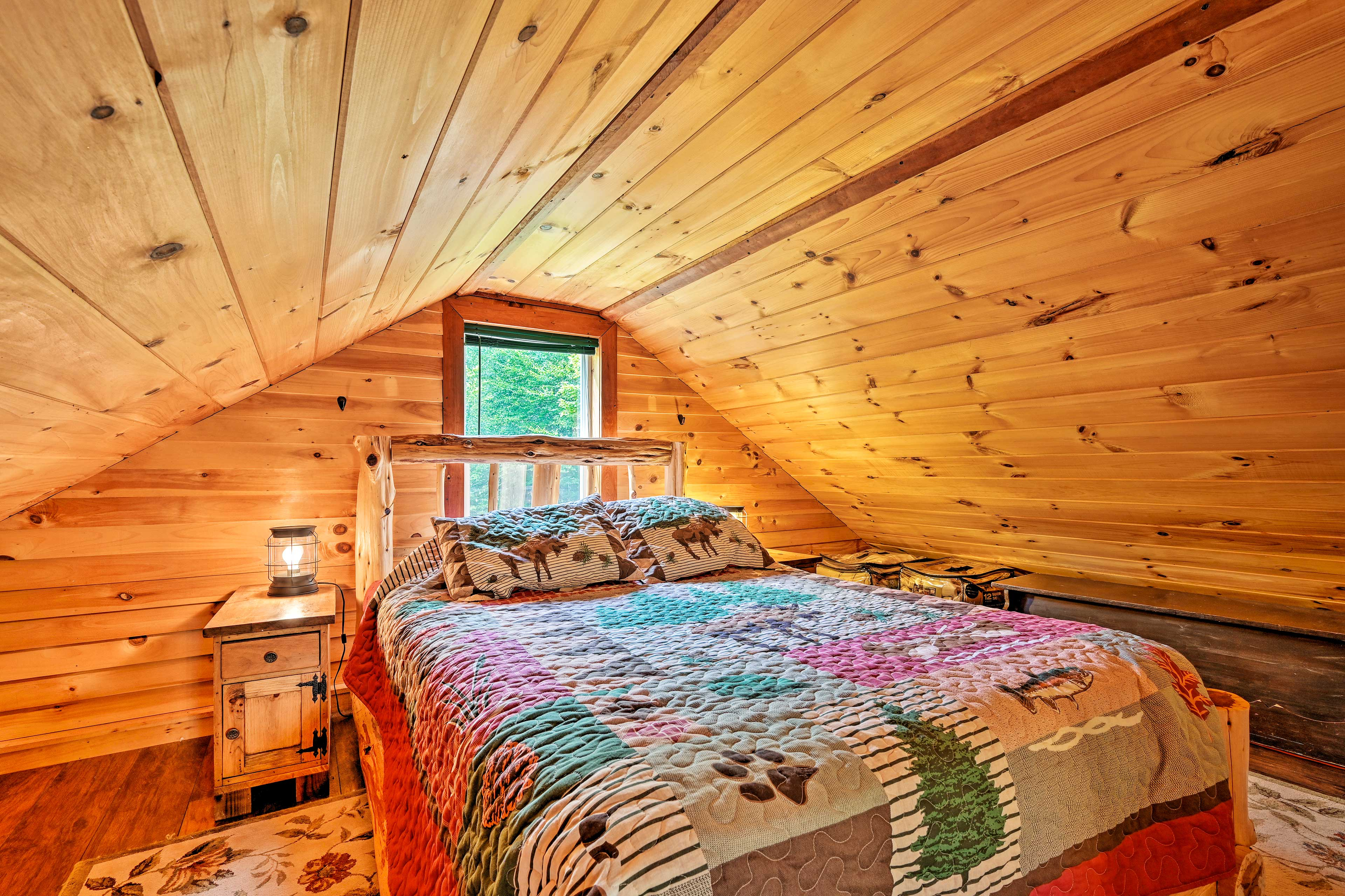 This charming sleeping space offers 2 more guests sleeping accommodations.