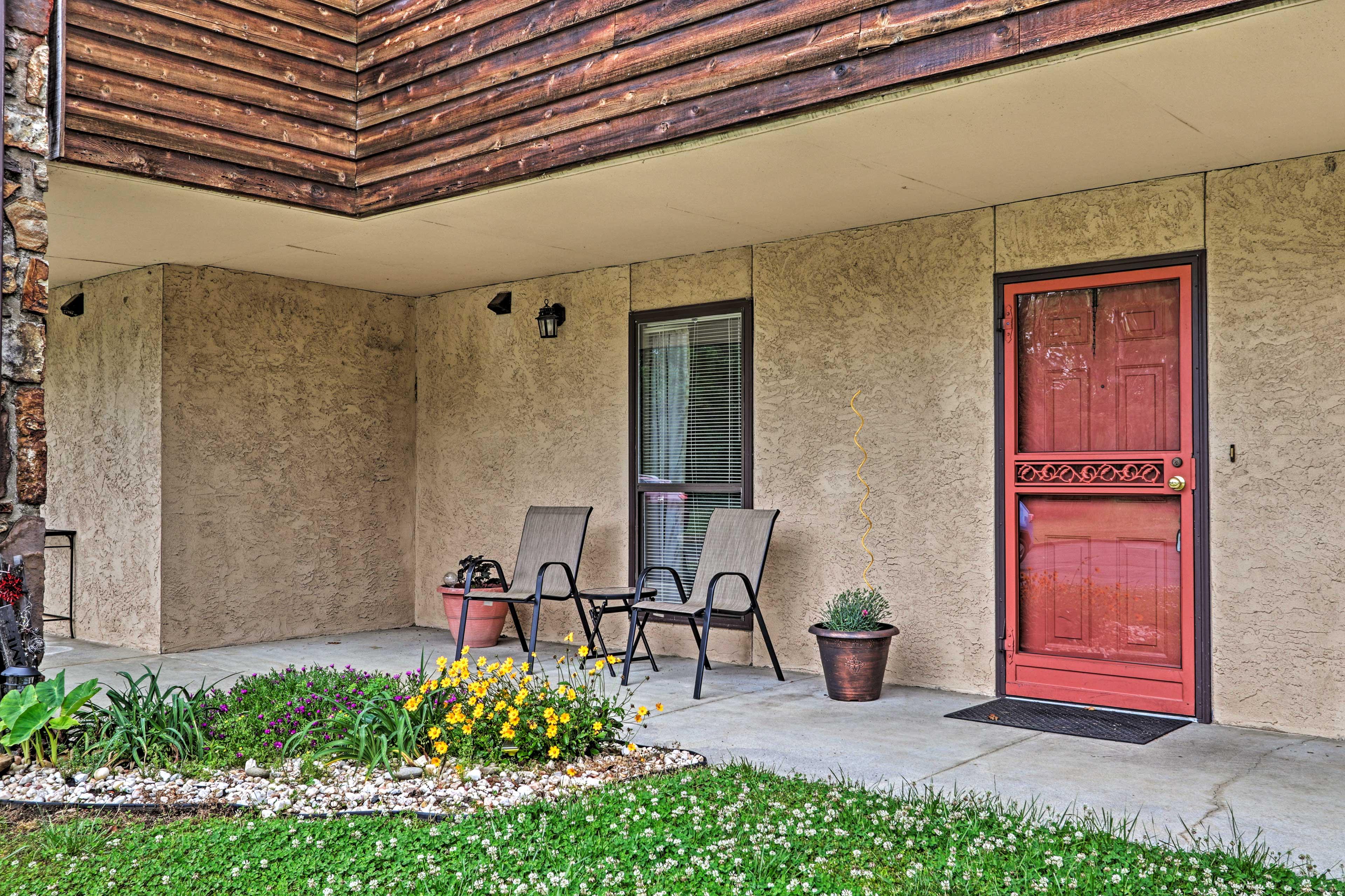 Condo Exterior   Front Porch