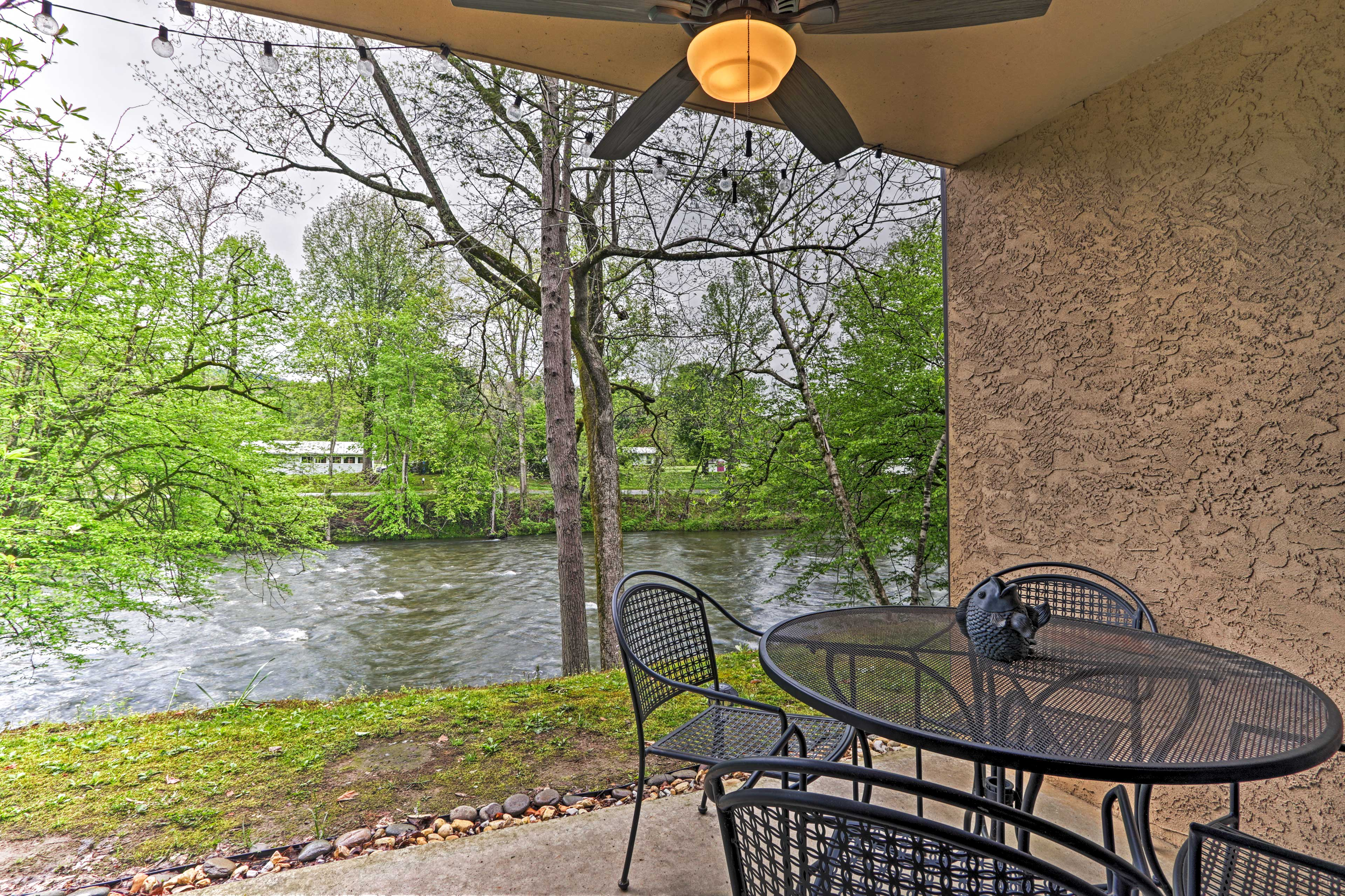Private Riverfront Patio on Little River