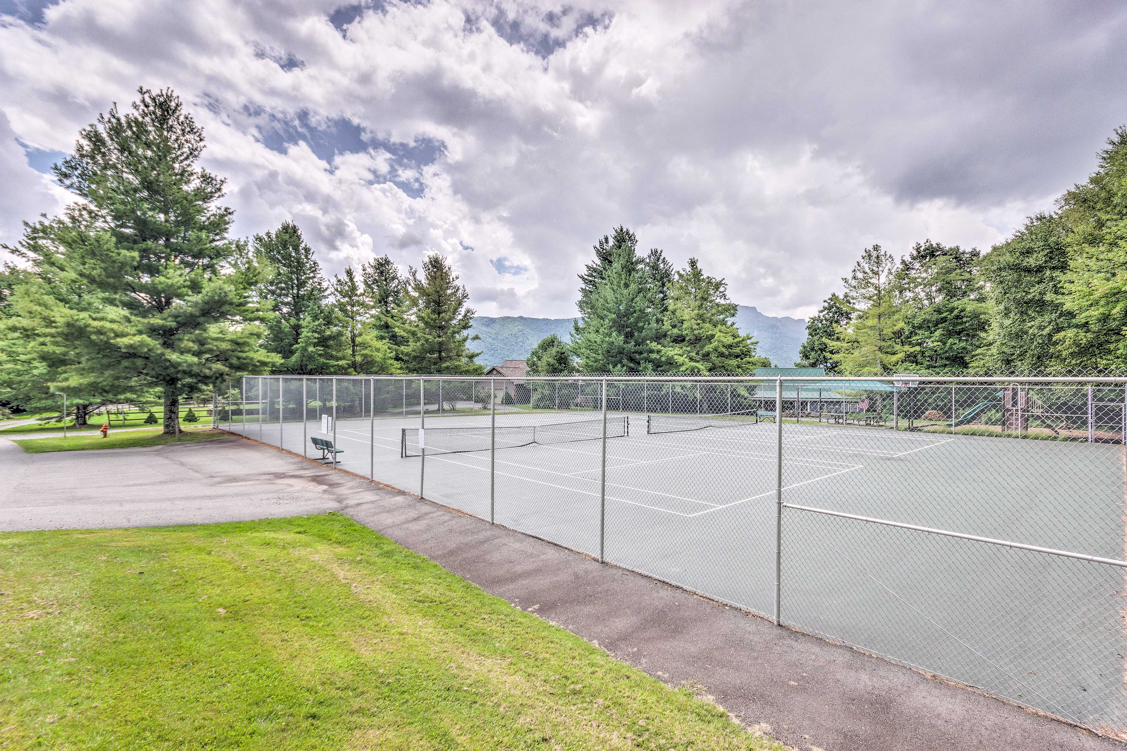 Hawks Peak South Community   Tennis Courts