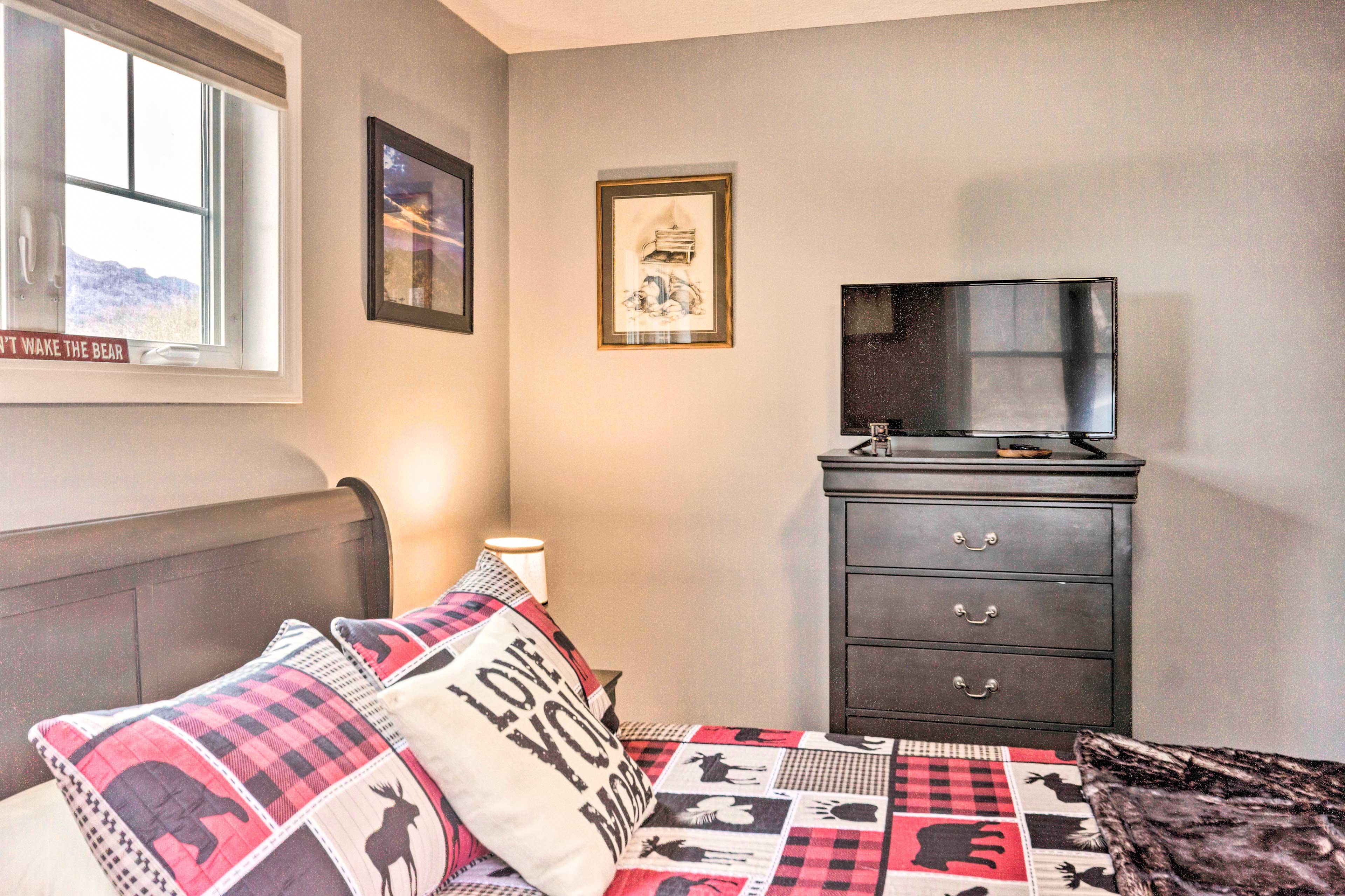 Bedroom 2   Smart TV