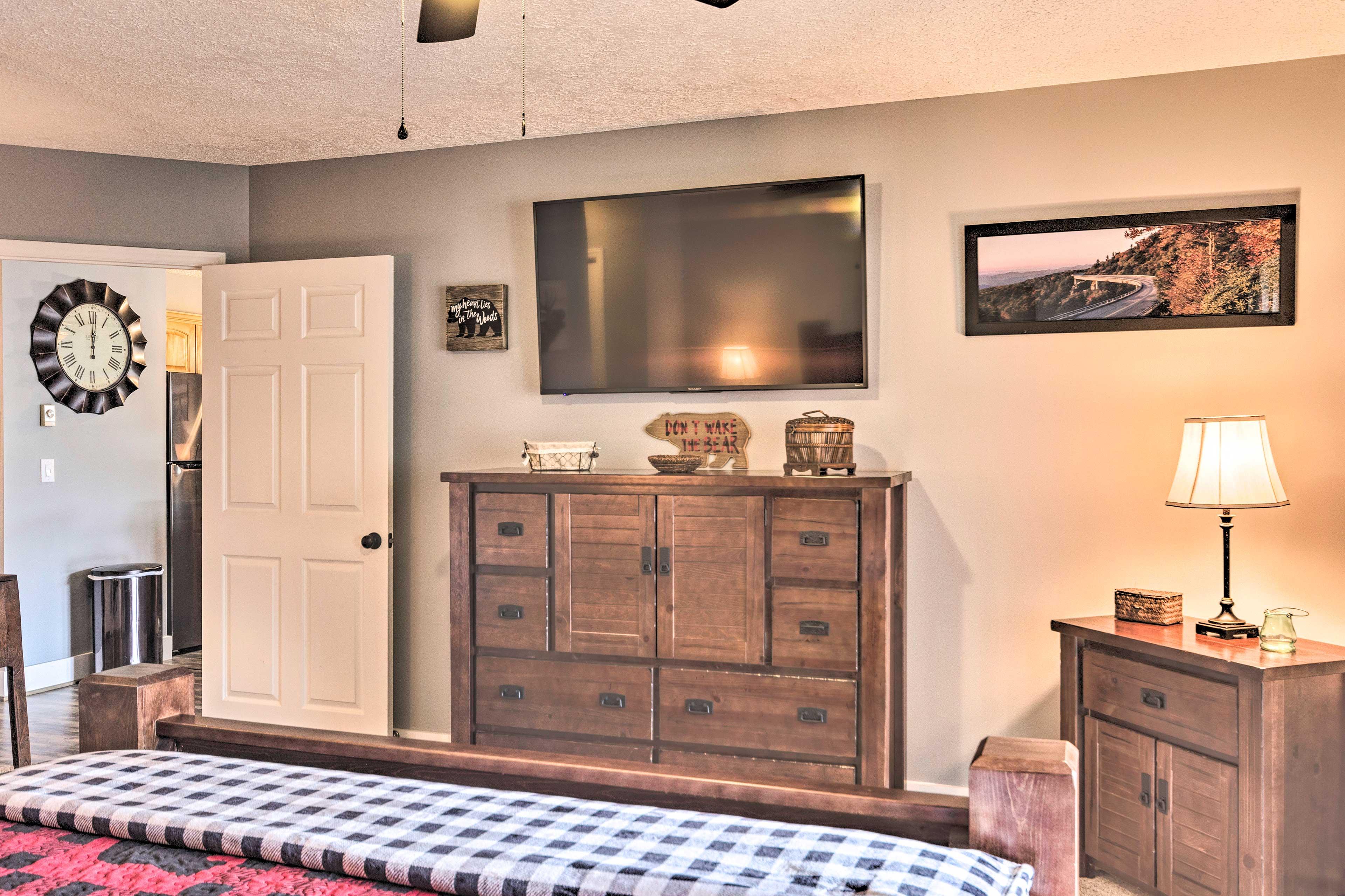 Master Bedroom   Smart TV