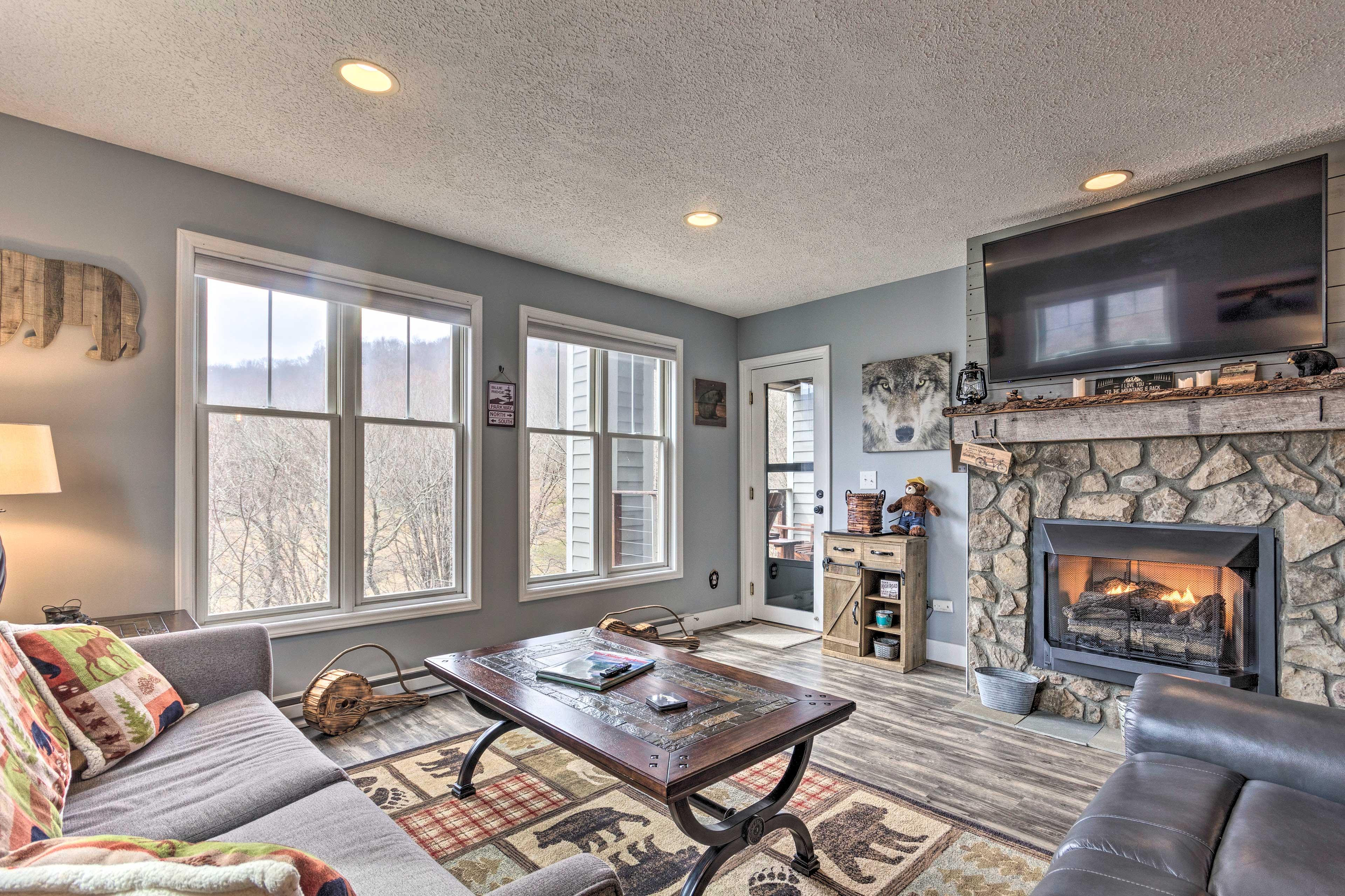 Living Room   Gas Fireplace   Smart TV