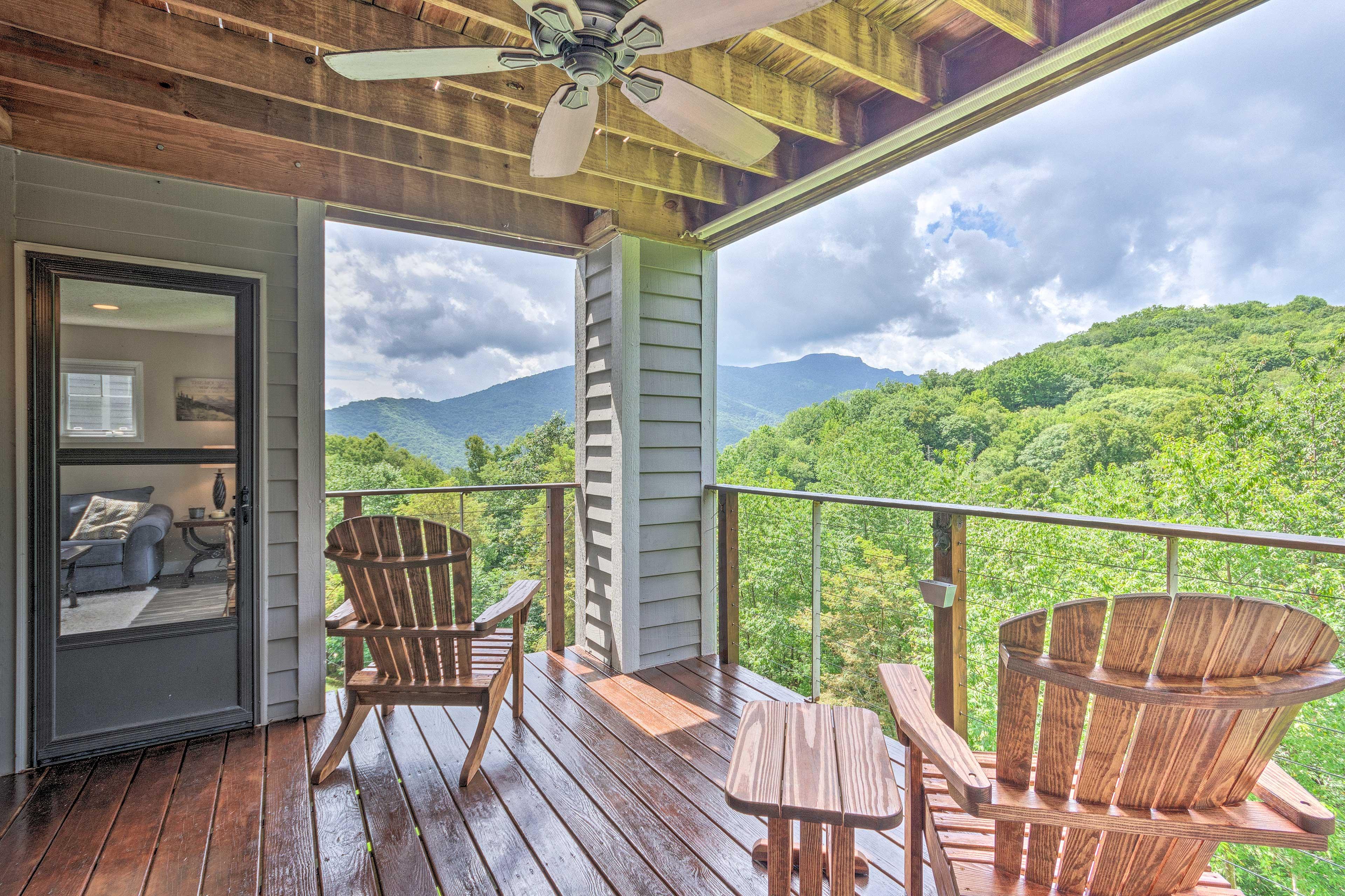 Private Balcony   Mountain Views