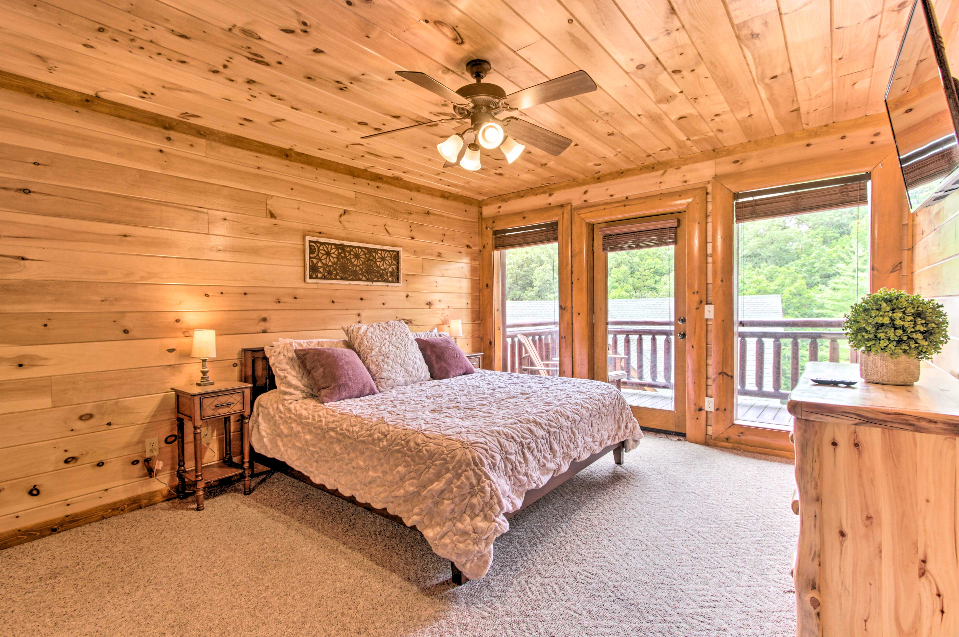 Get situated in bedroom 7 with the king-sized bed!