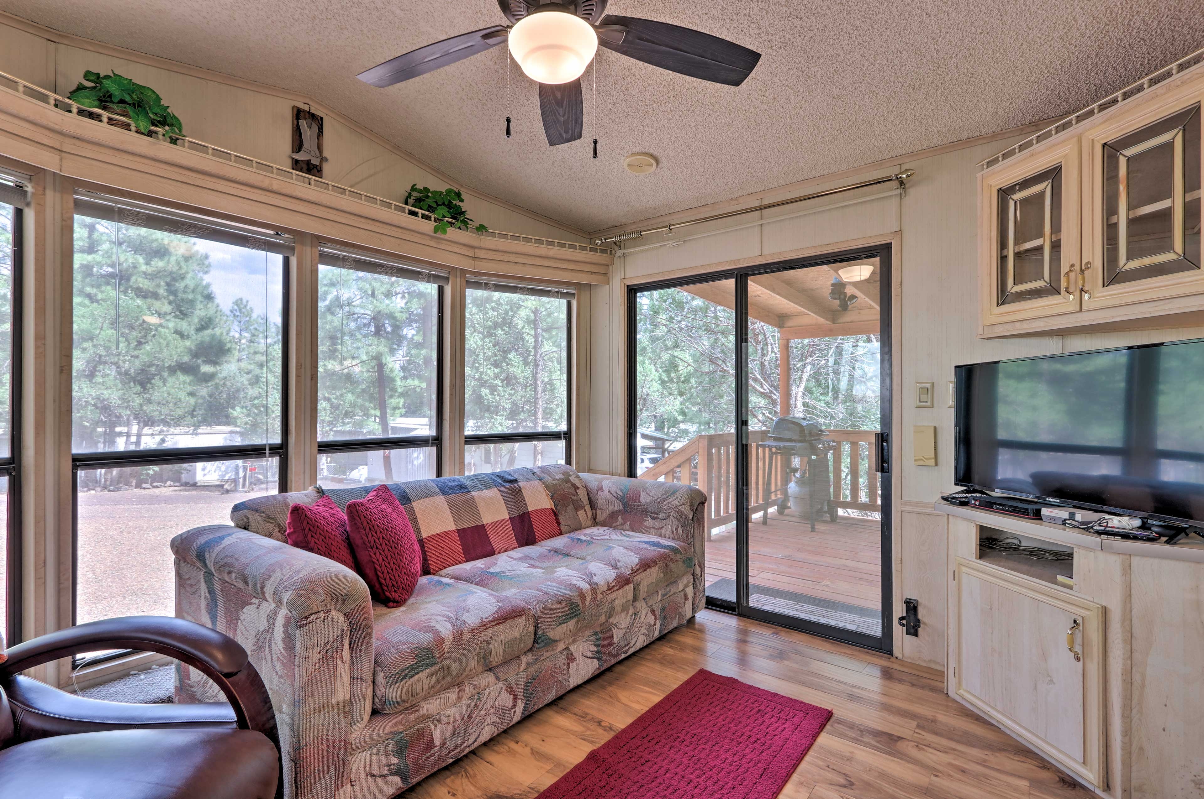 Inside, you'll find 2 bedrooms, 1 bathroom, and all of the comforts of home.