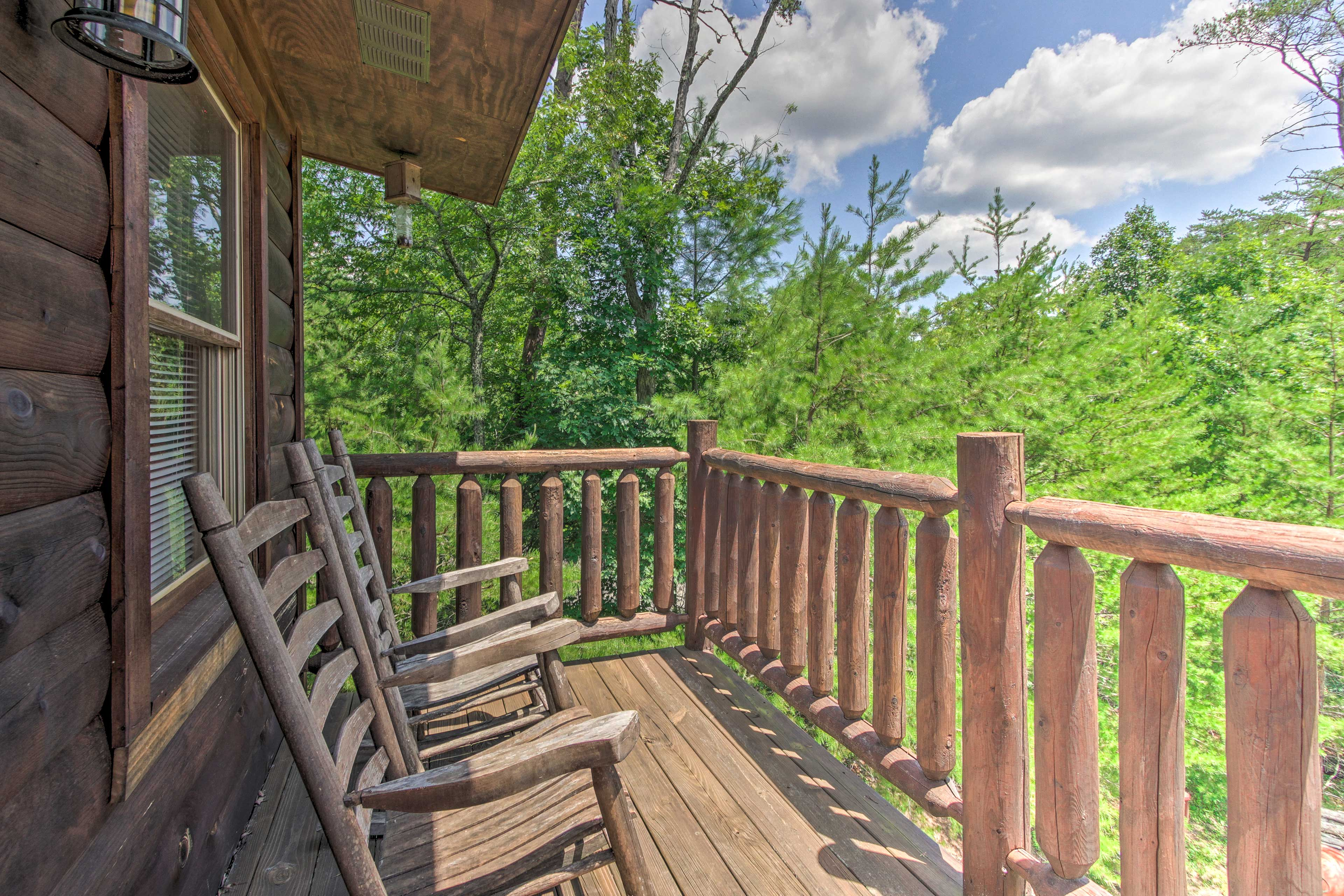 The vacation rental cabin boasts beautiful forest views!