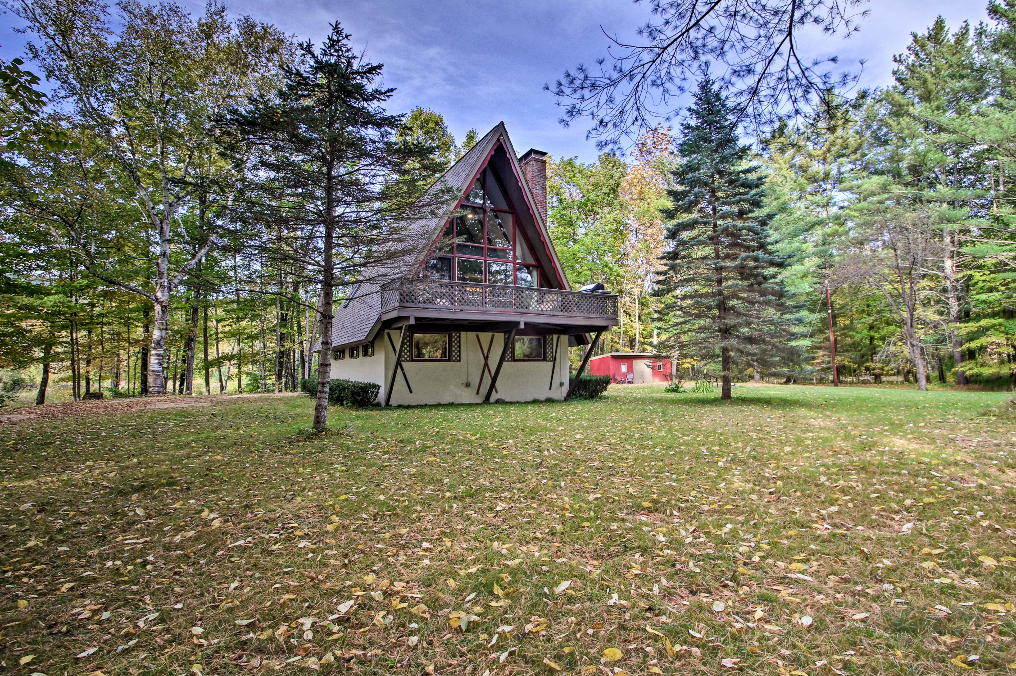 Welcome to your own personal woodland paradise in Bartlett, NH!