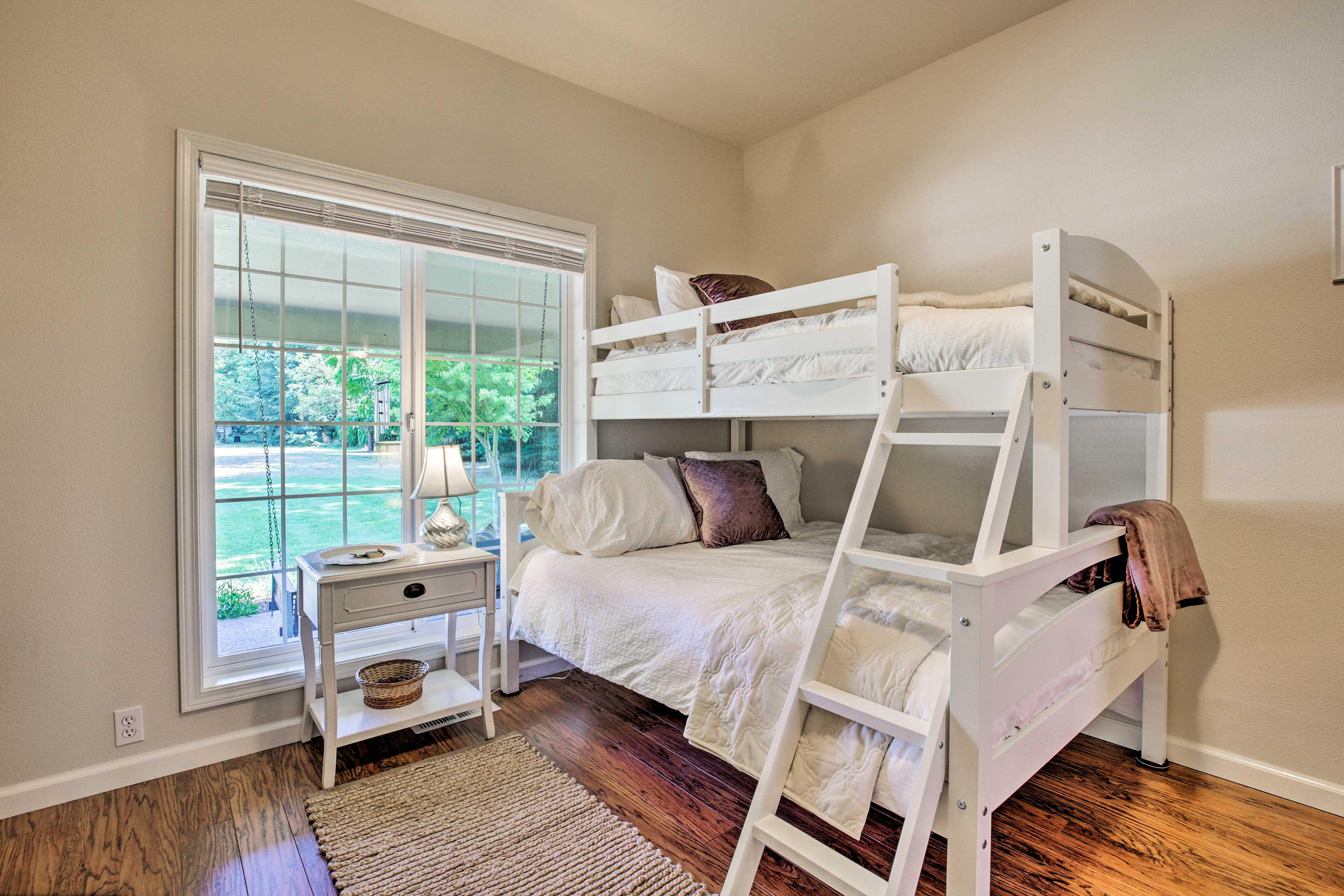 Bedroom 5 | Twin/Full Bunk Bed
