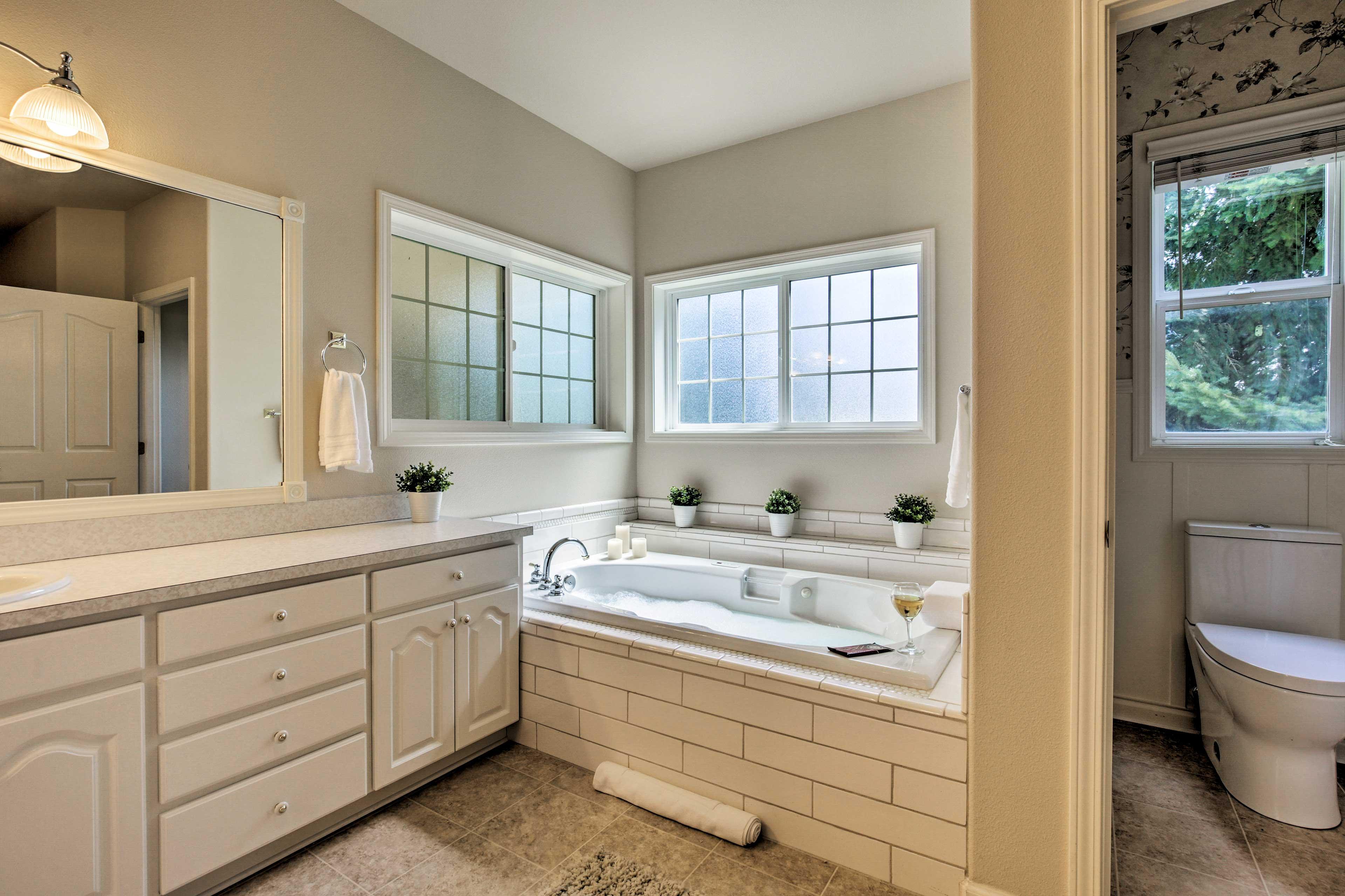 Master Bathroom | Jetted Tub