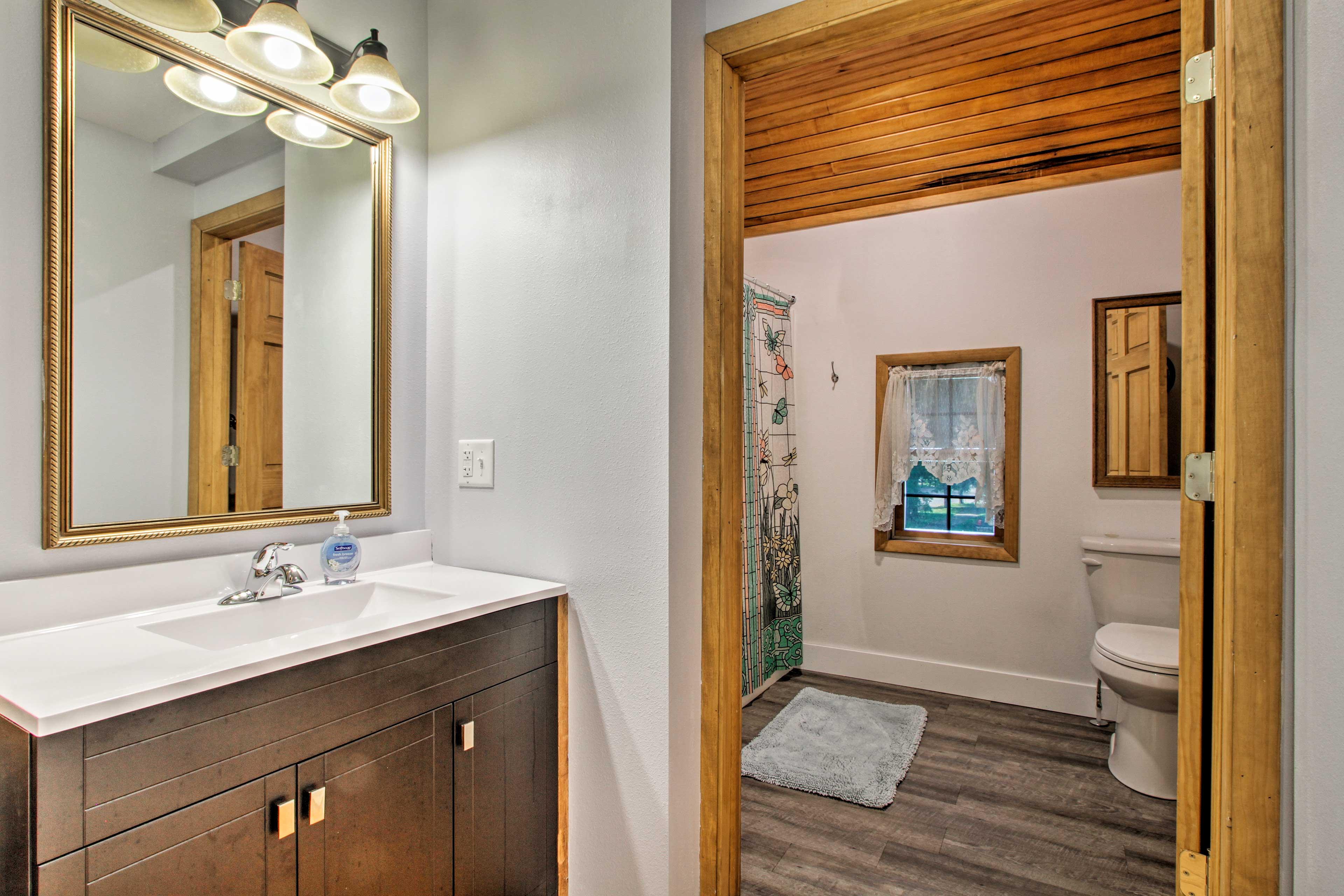 The spacious bathroom hosts a shower/tub combo.
