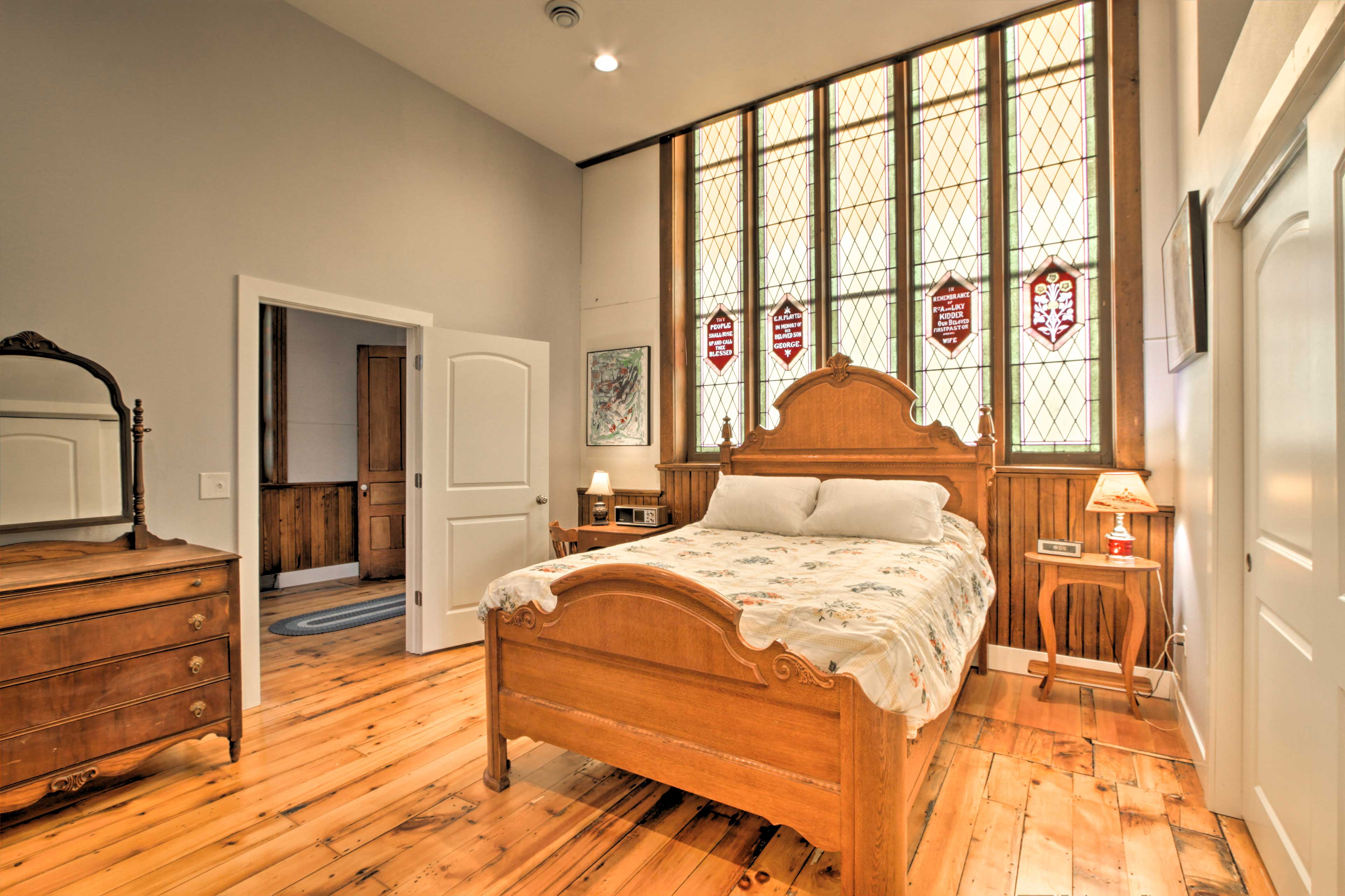 Bedroom 1 | Queen Bed, Futon