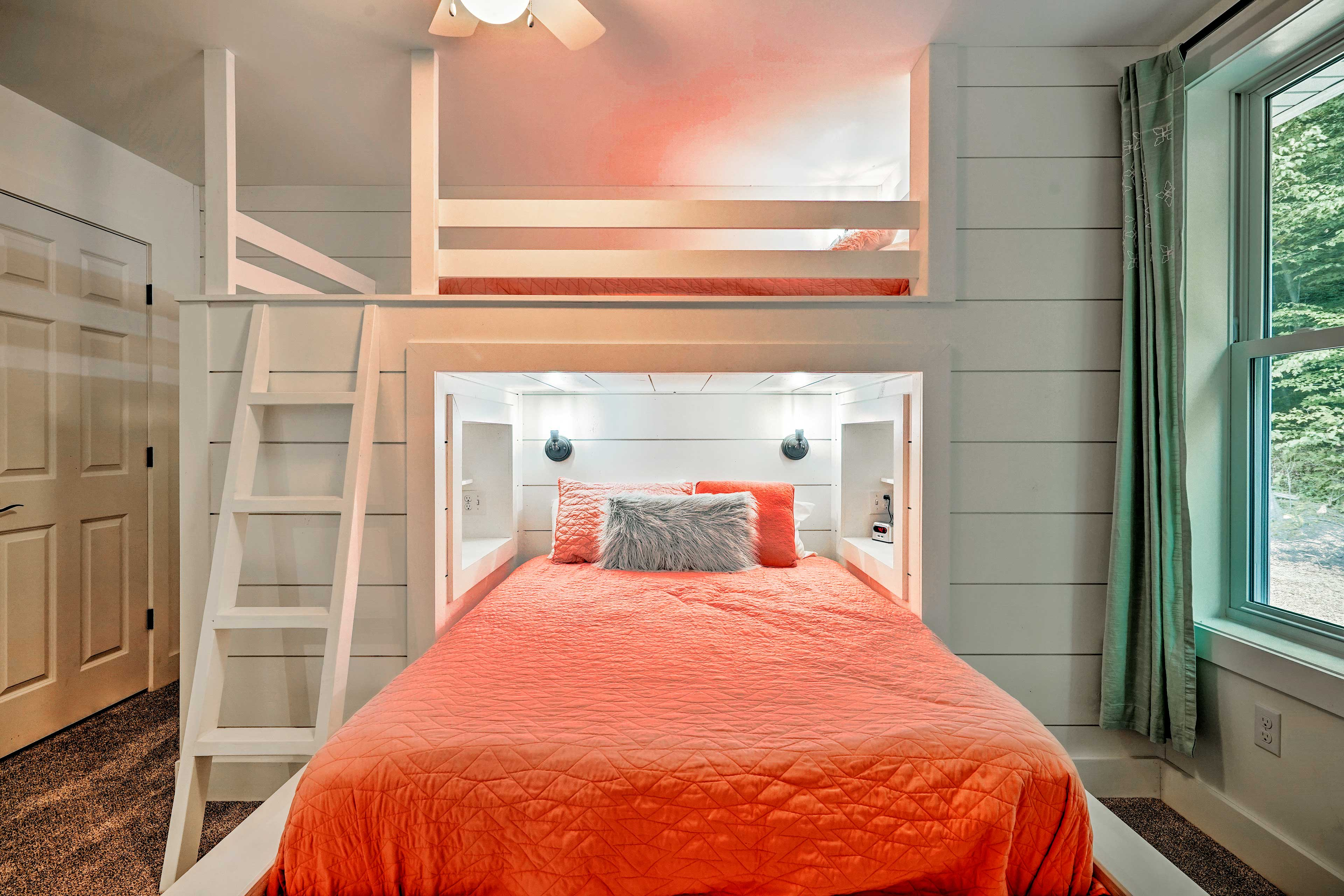 Choose from the queen or 2 twin beds each night.