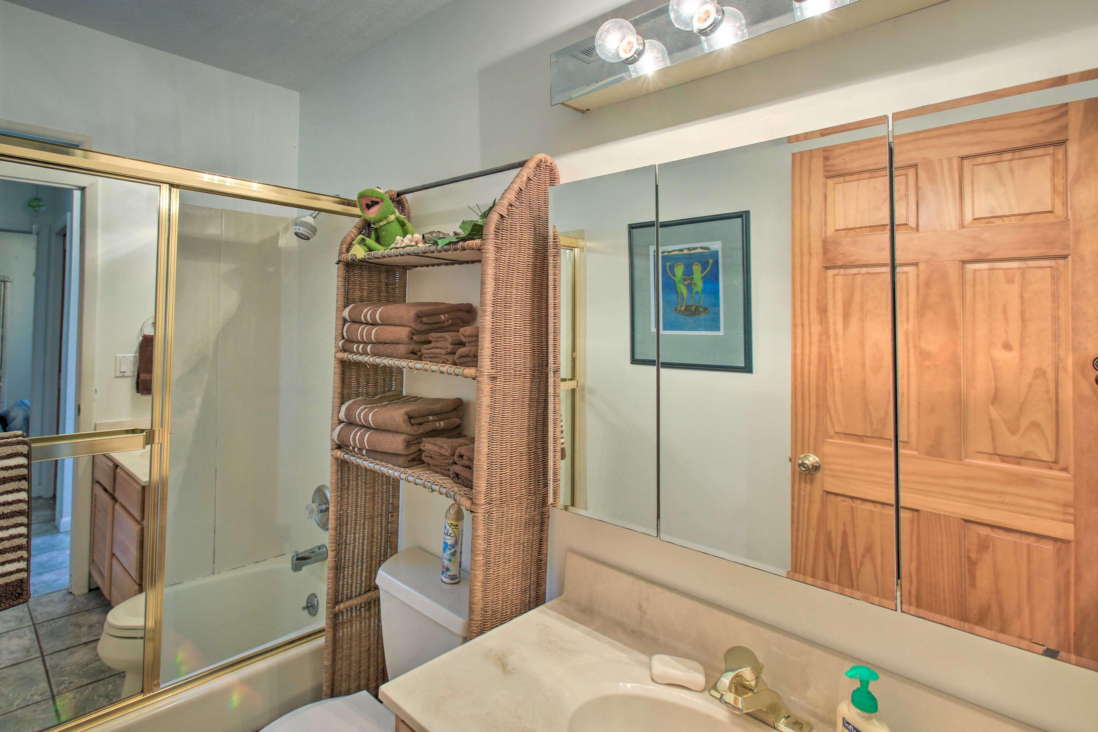 The cabin has 1 pristine bathroom.