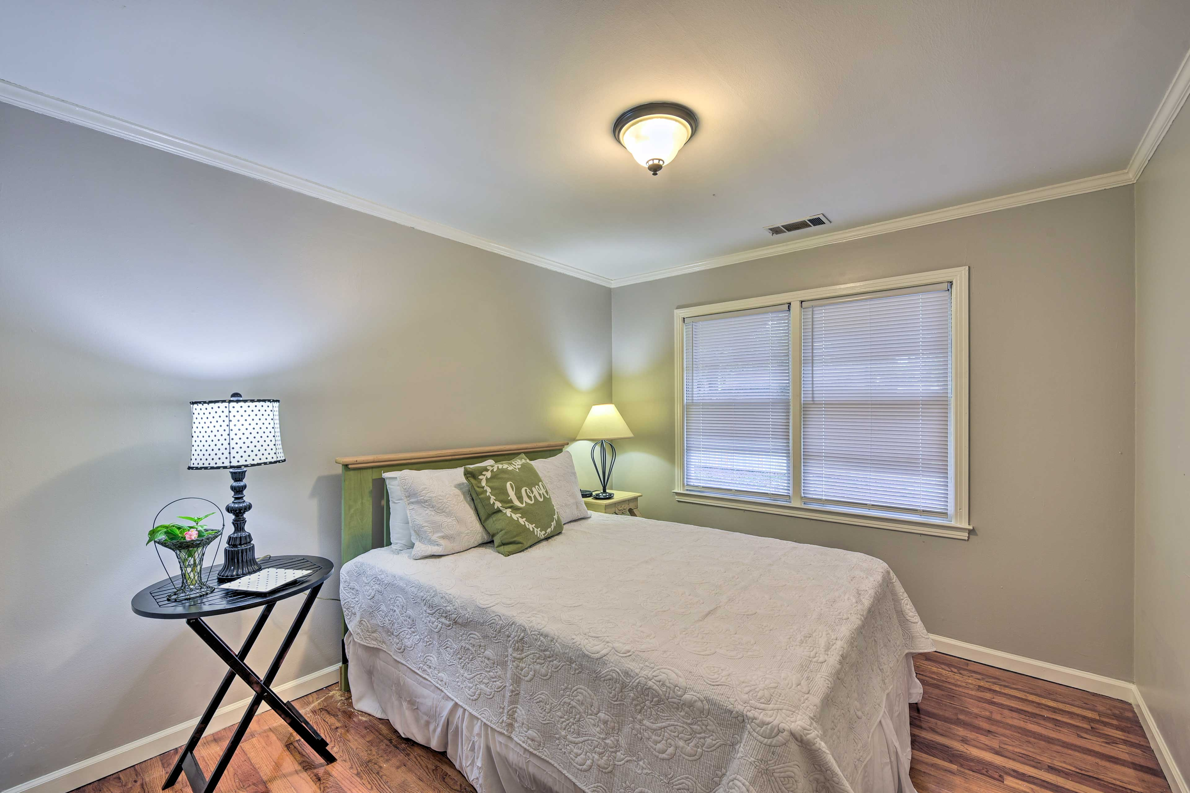 The 2nd bedroom features another queen bed.