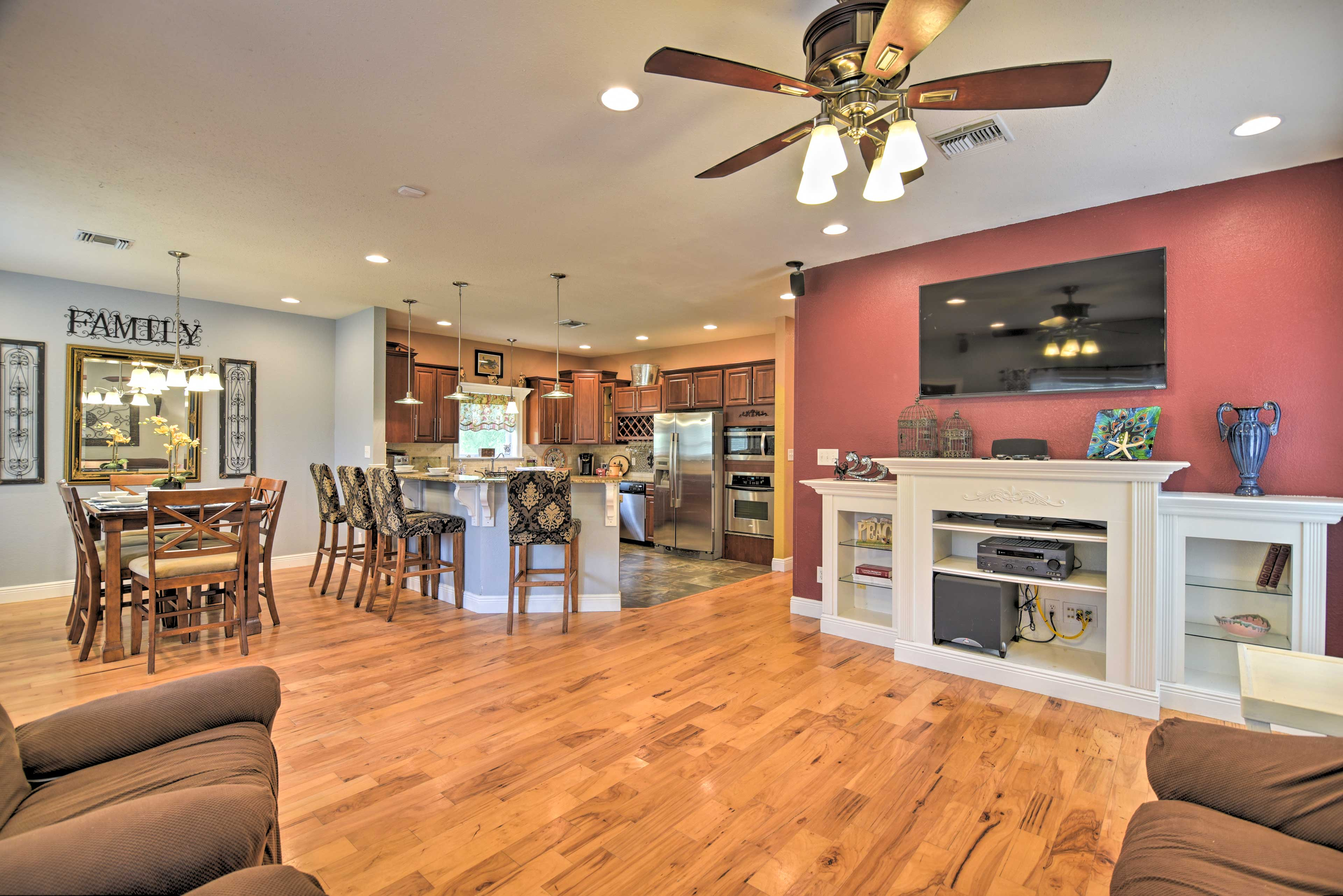 Bring the whole family to Waveland and stay at this vacation rental!