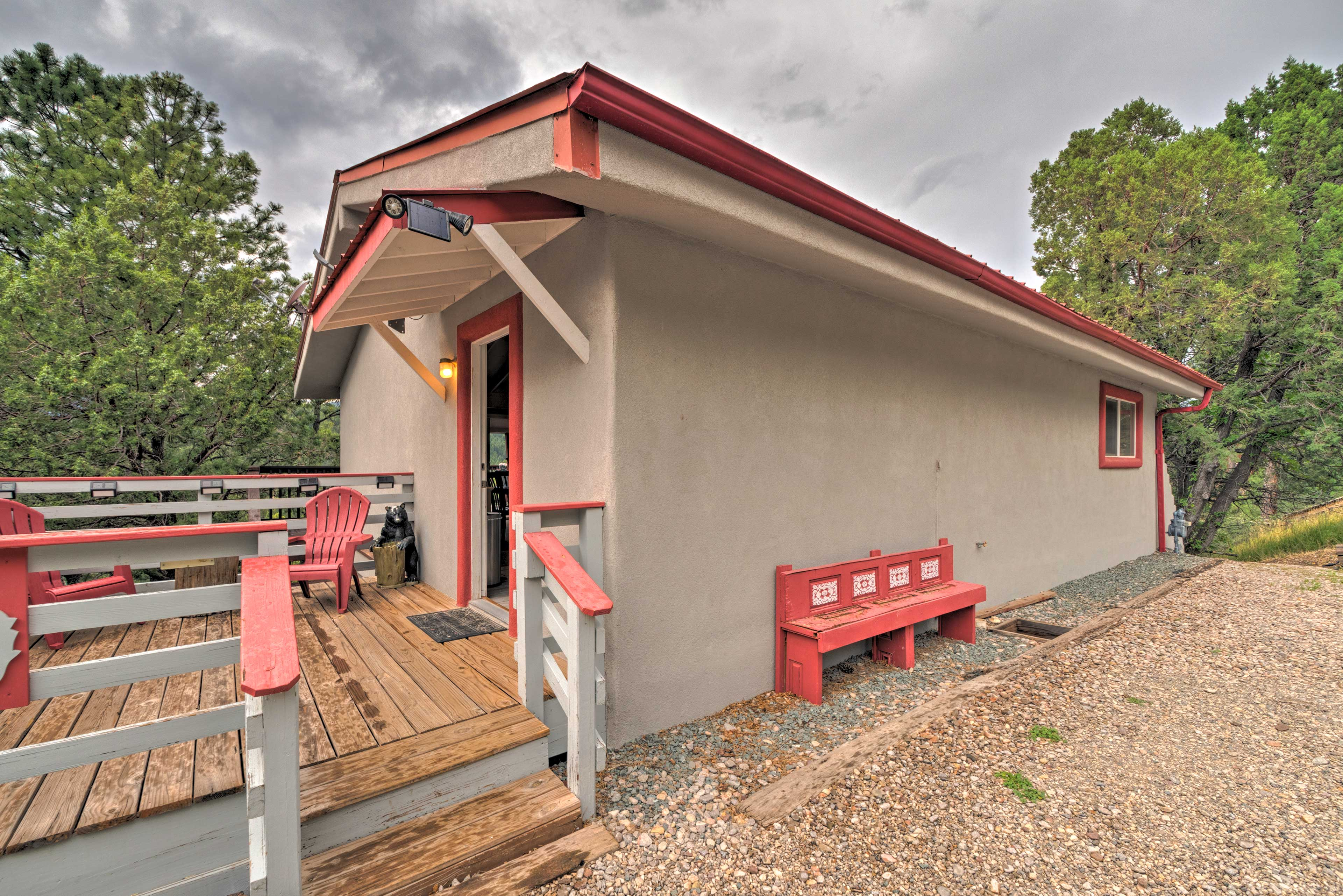 This Ruidoso Cabin sleeps 10 for a mountain getaway.