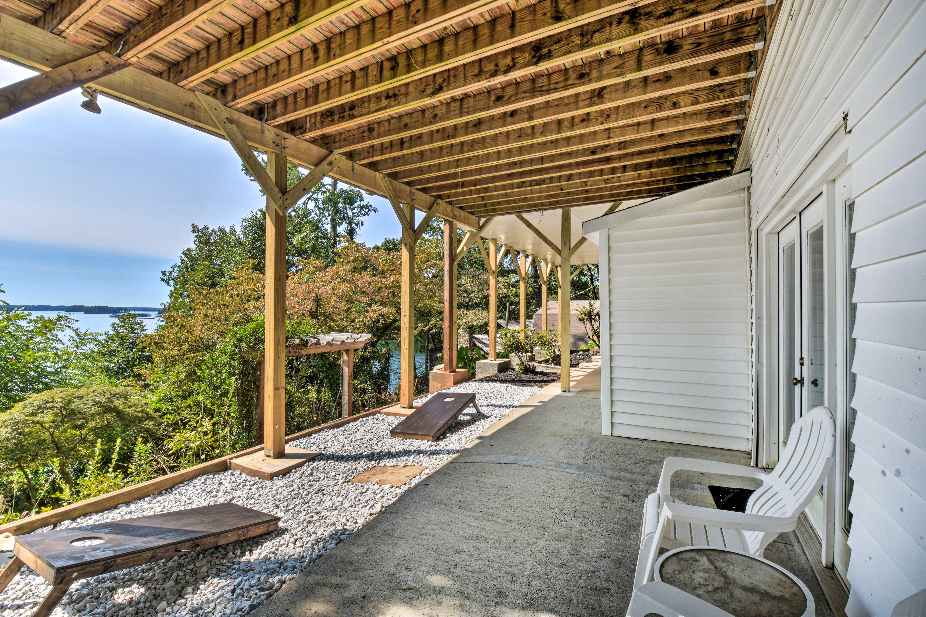 Property Exterior | Covered Patio | Cornhole