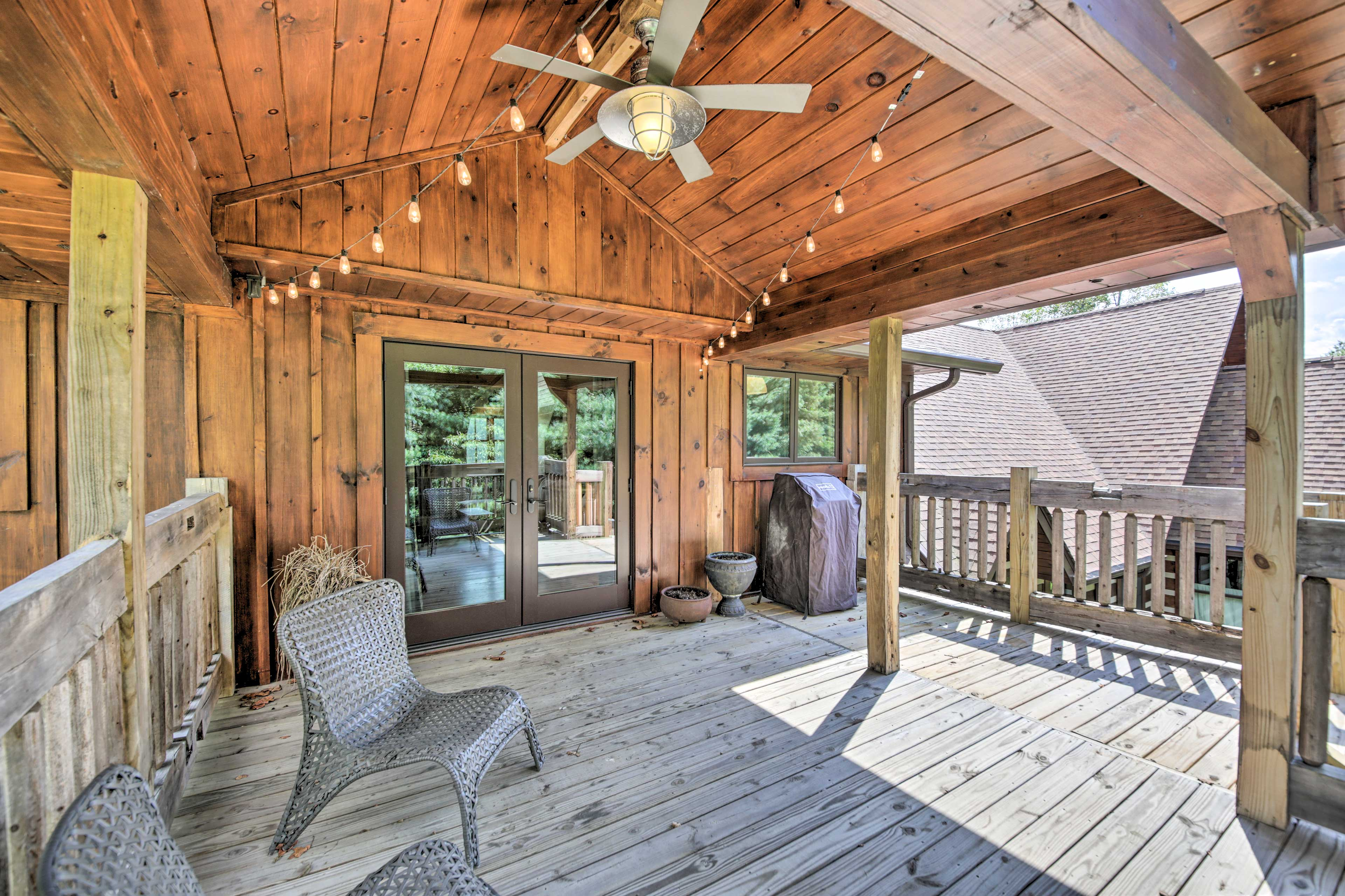 The cabin features 1 bedroom, 1 bath, and a nice back deck.