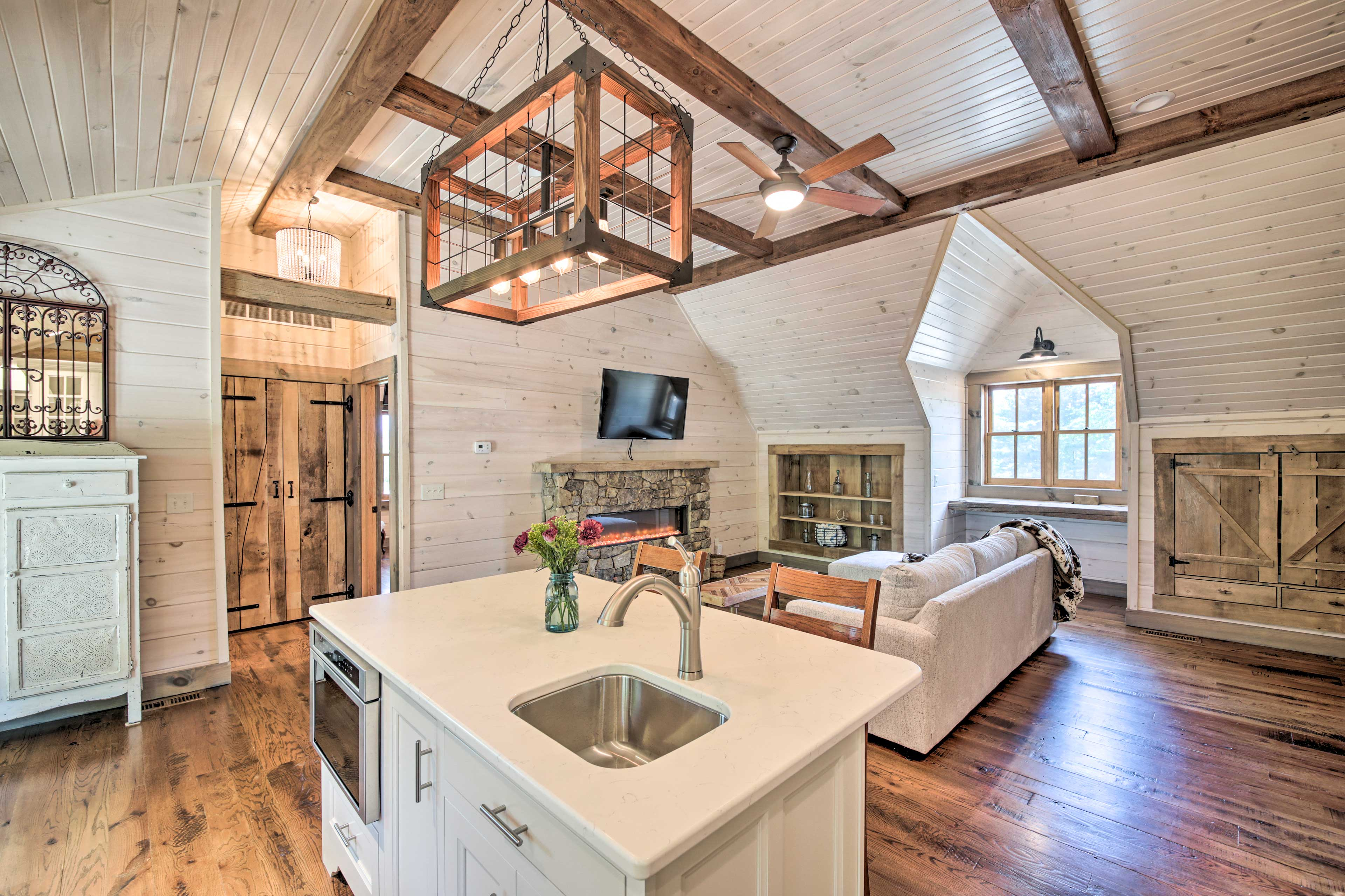 An open floor plan allows you to keep the conversation flowing.