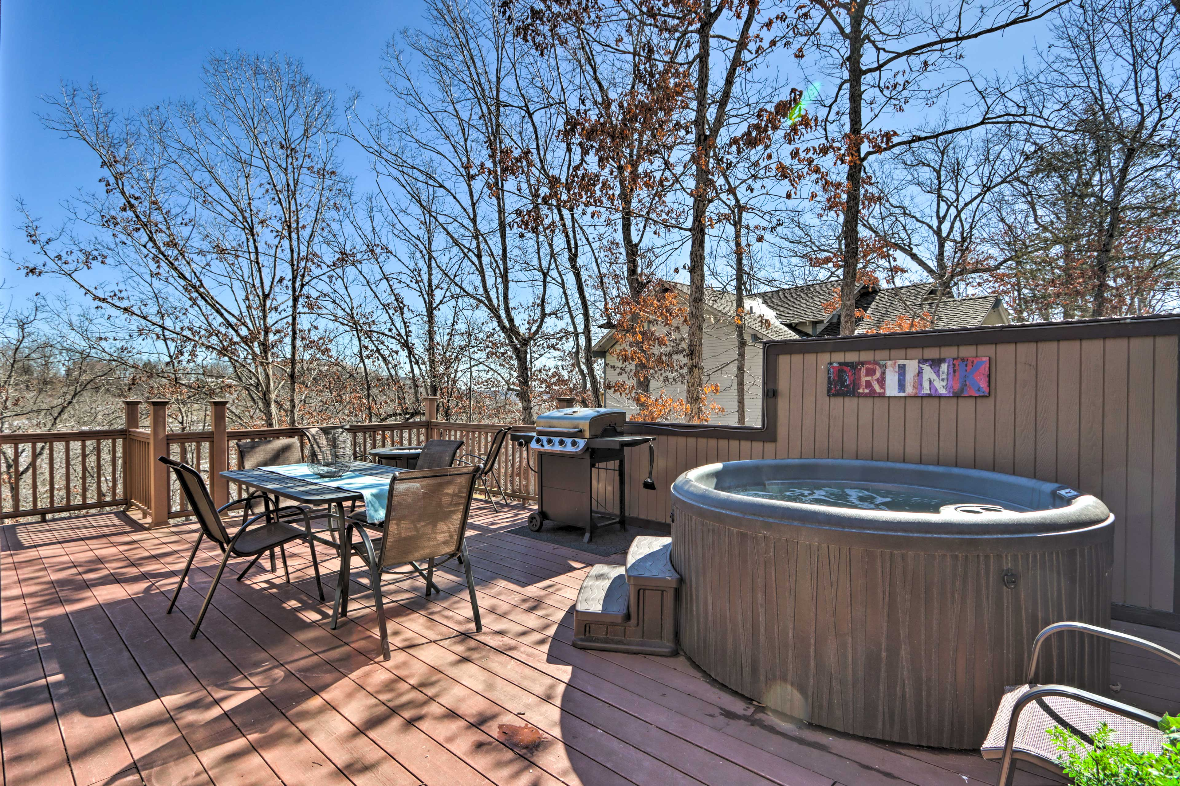 Private Deck   Hot Tub   Gas Grill