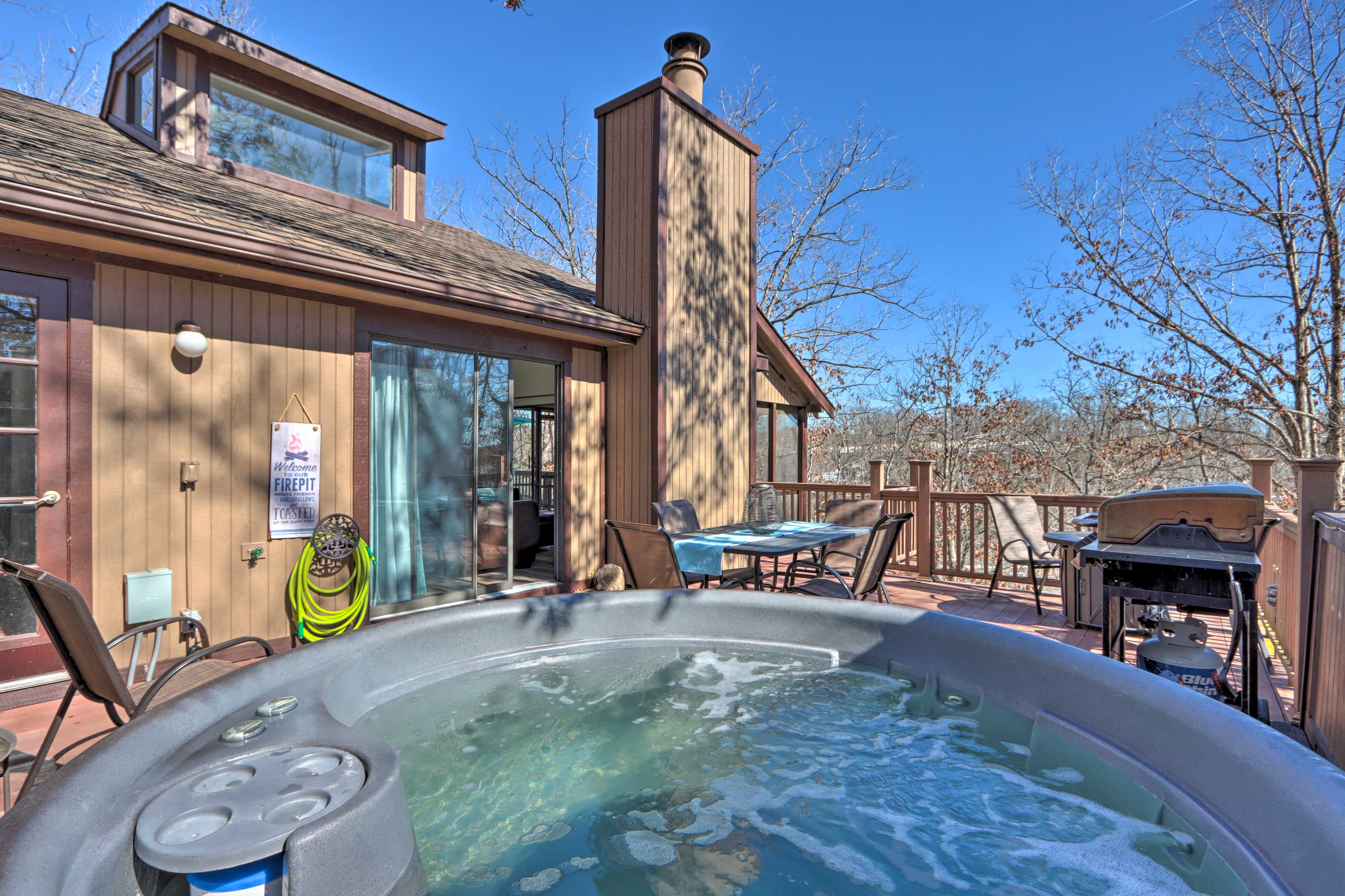 Private Deck   Hot Tub   Gas Grill   Fire Pit