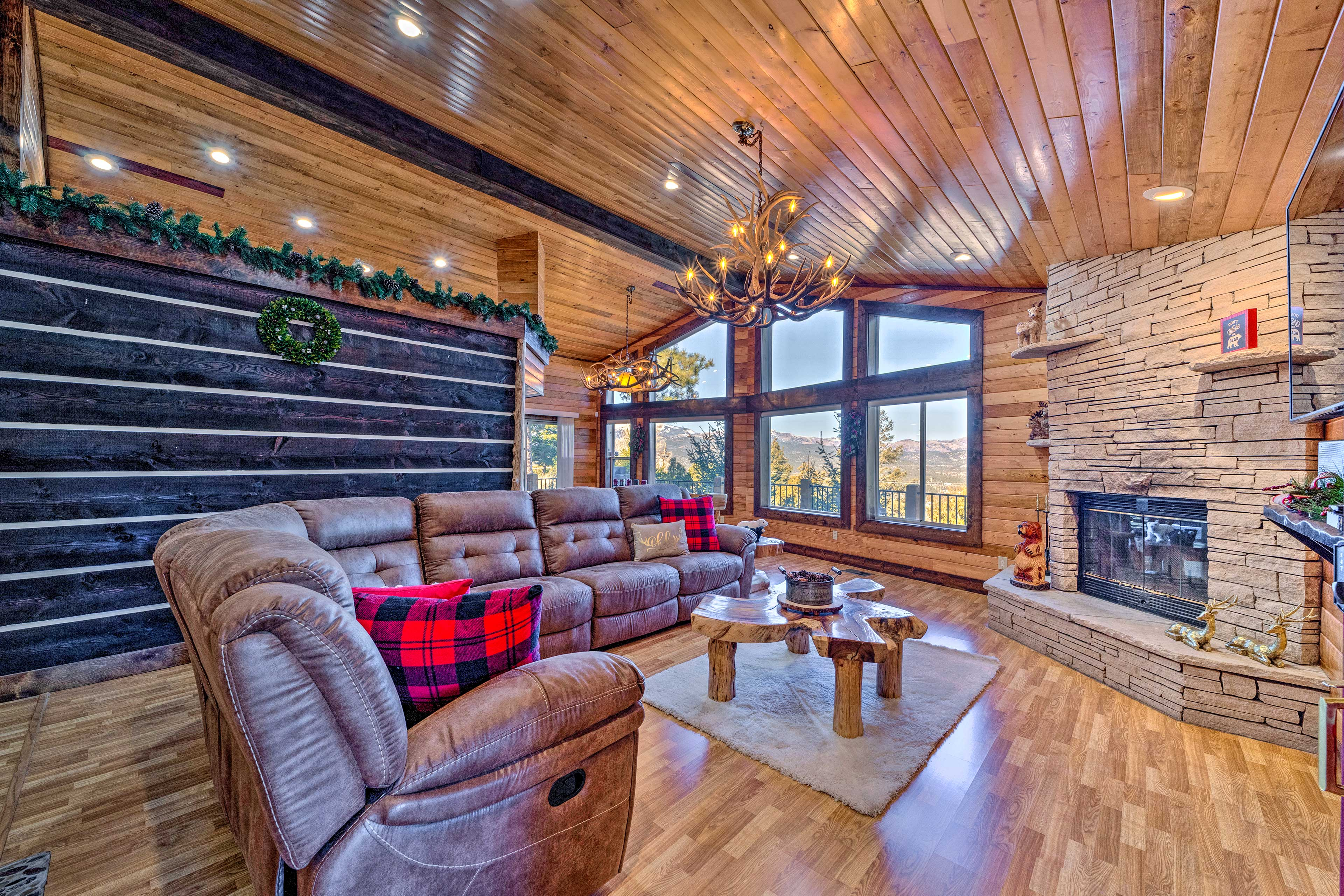 Elevate your family vacation to Ruidoso at this spacious cabin!