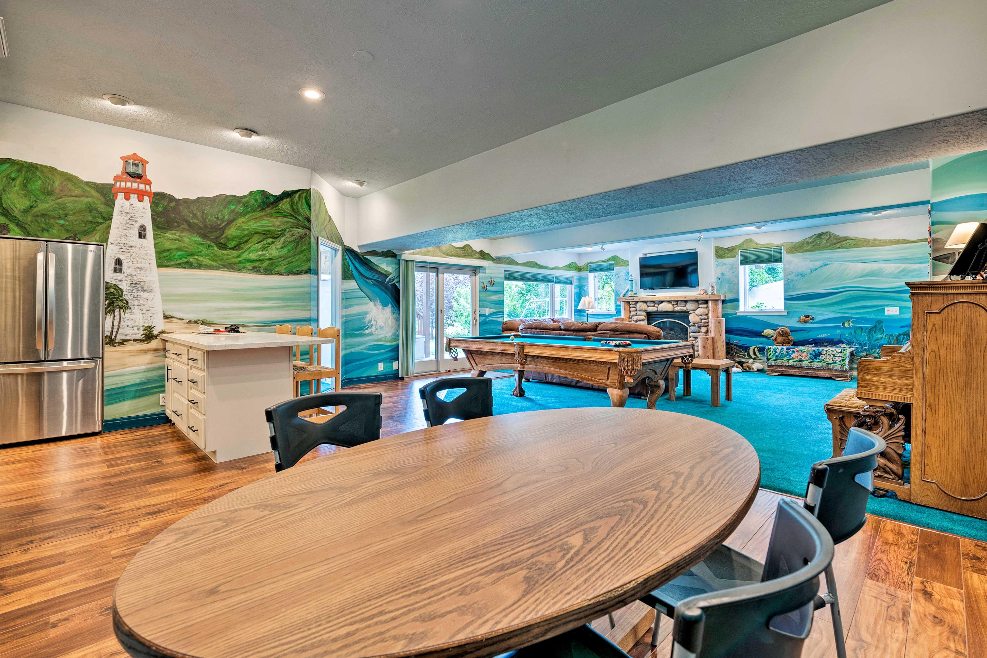 An open floor plan allows conversation to flow easily no matter where you sit!