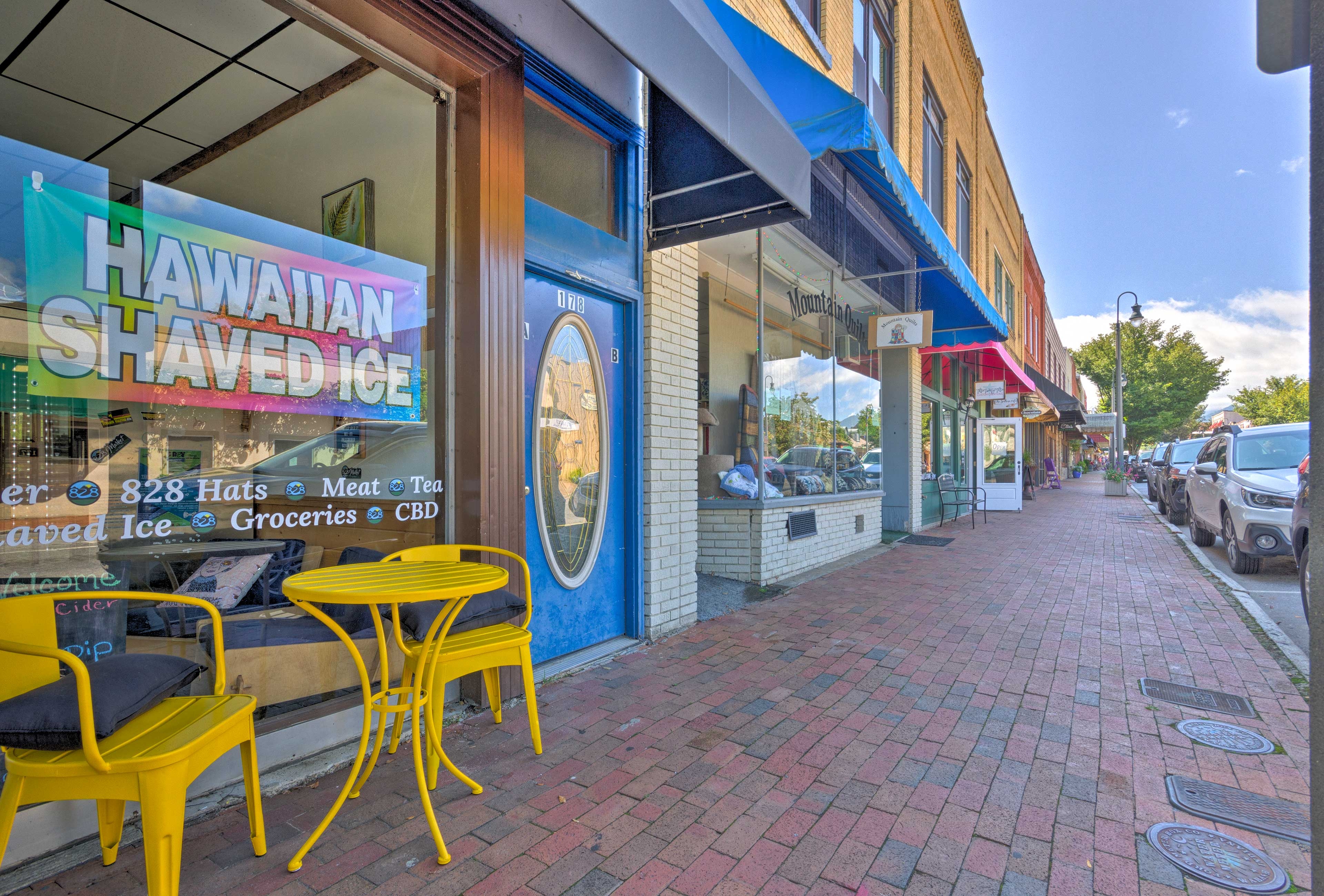 Stroll the brick-lined sidewalks while you shop, dine & explore the town.
