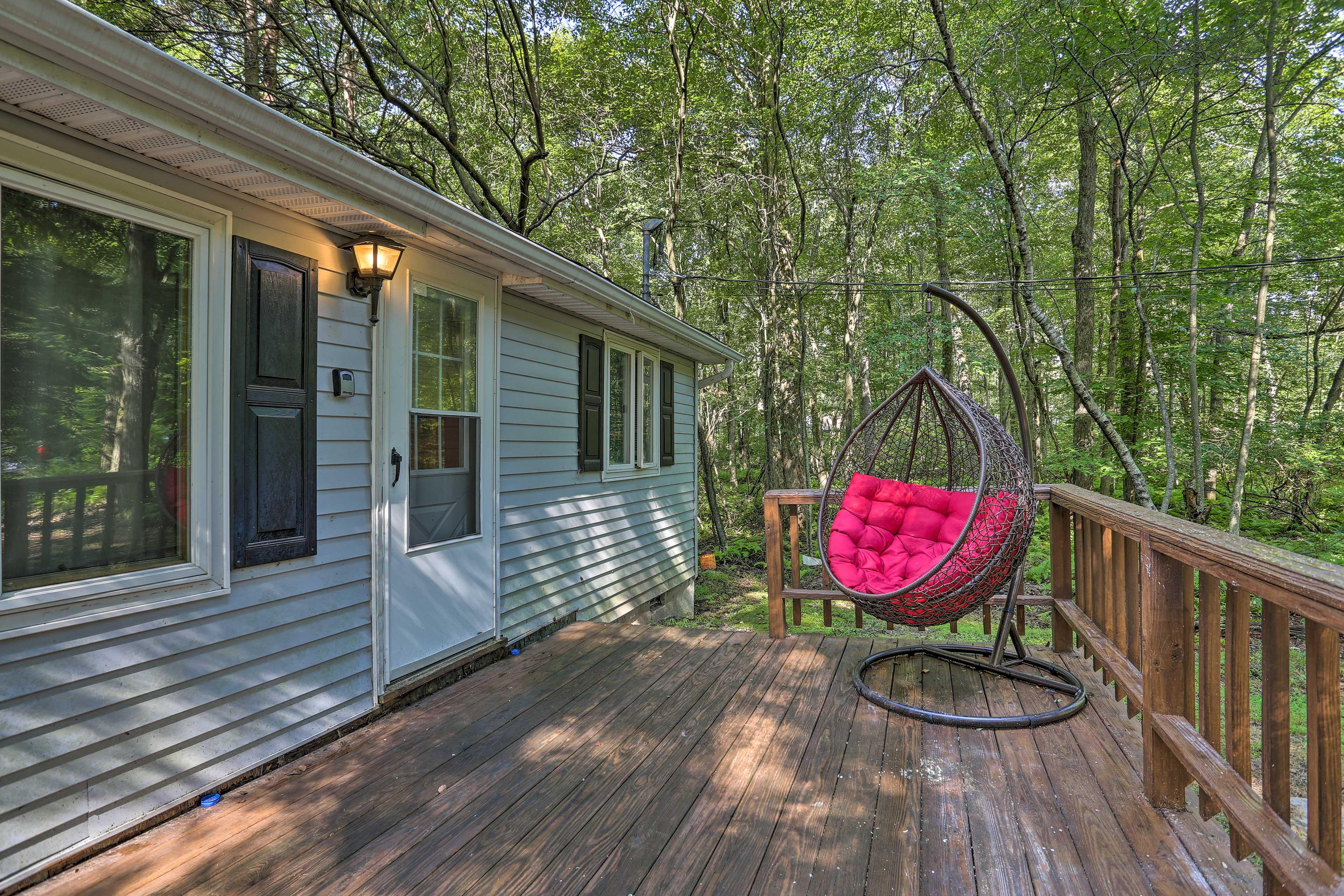 Ease into the mountain life at this Pocono Lake house!