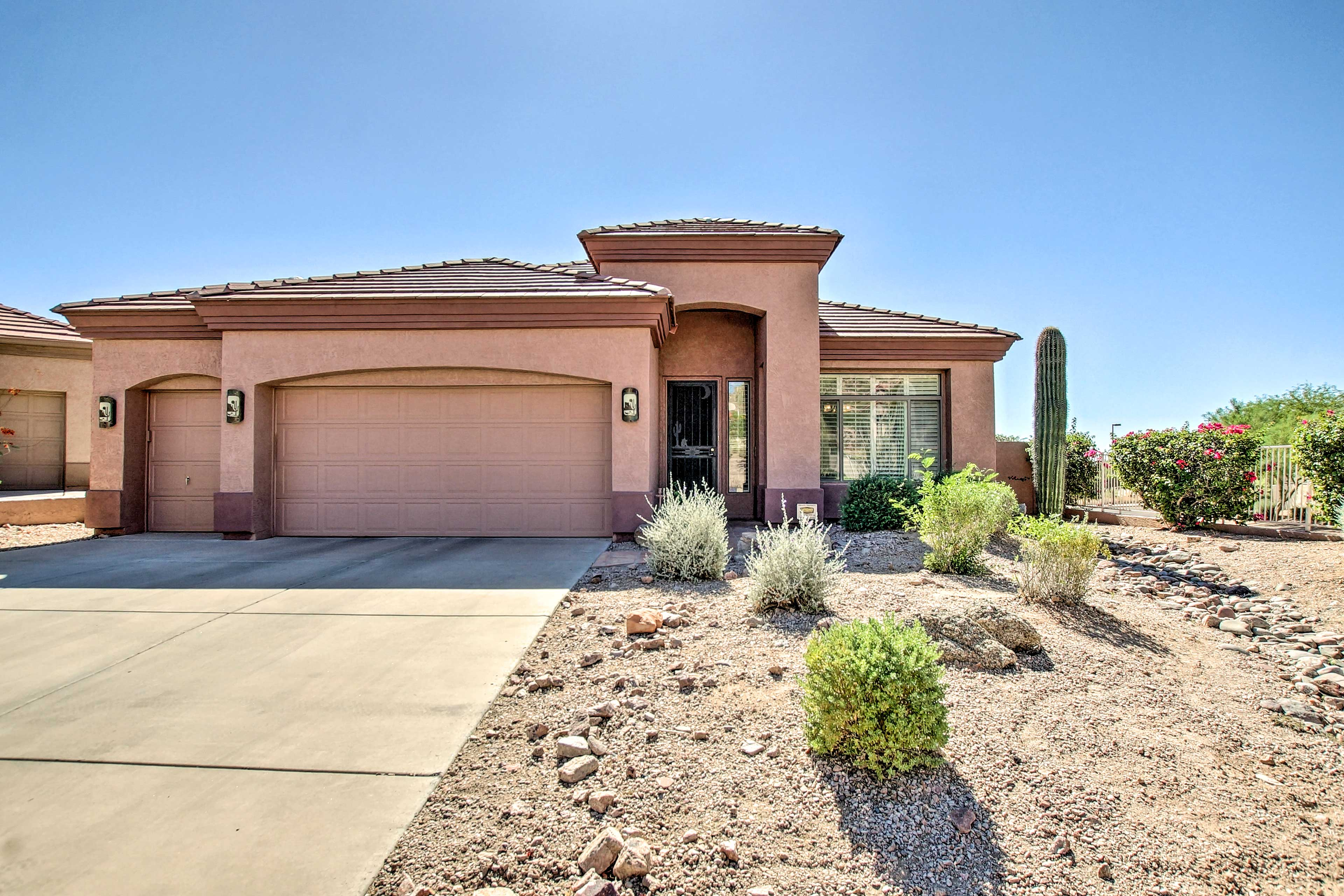 The private home is ideally located in a gated community, near hiking and golf!