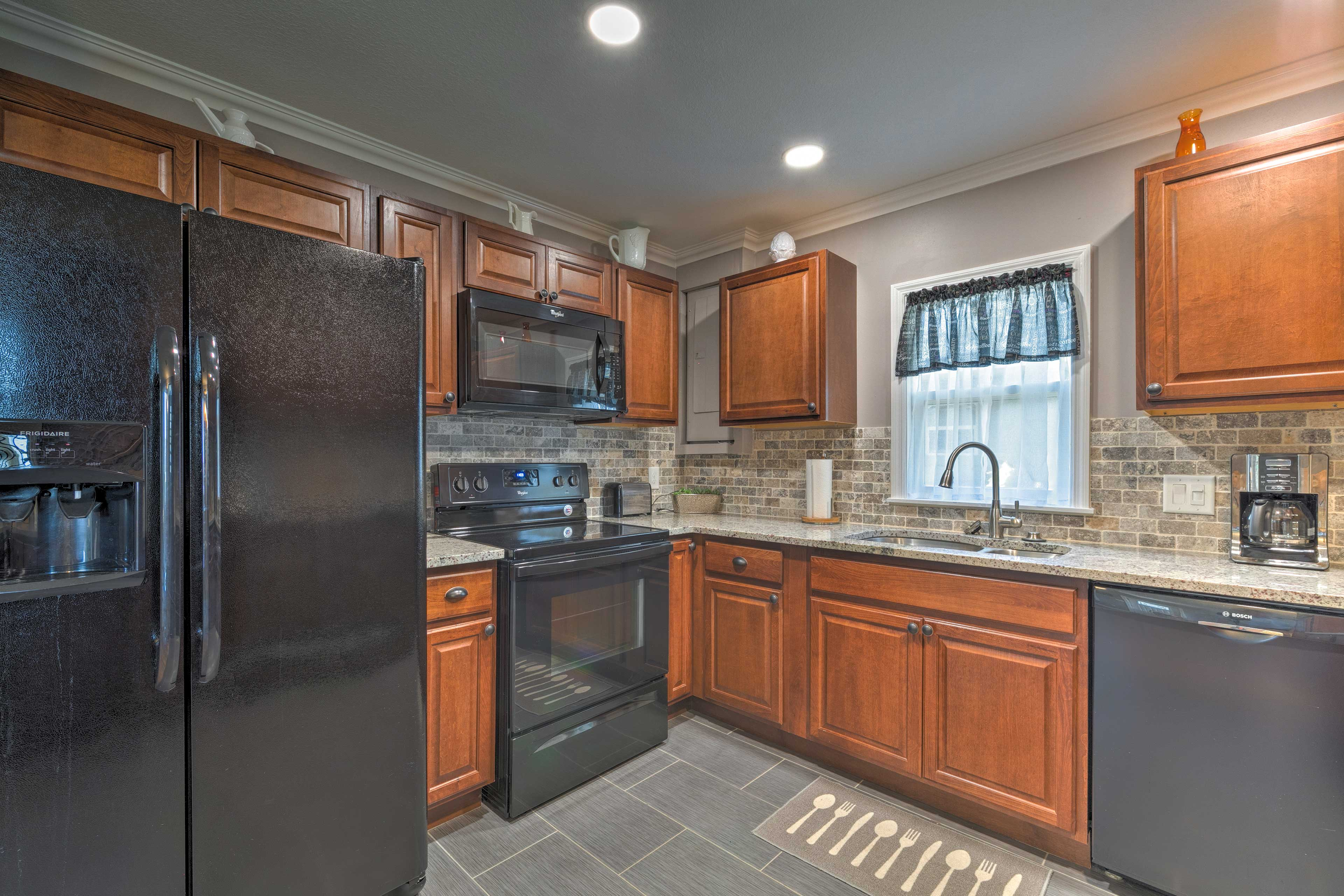 The modern kitchen is fully equipped, boasting a stone backsplash!