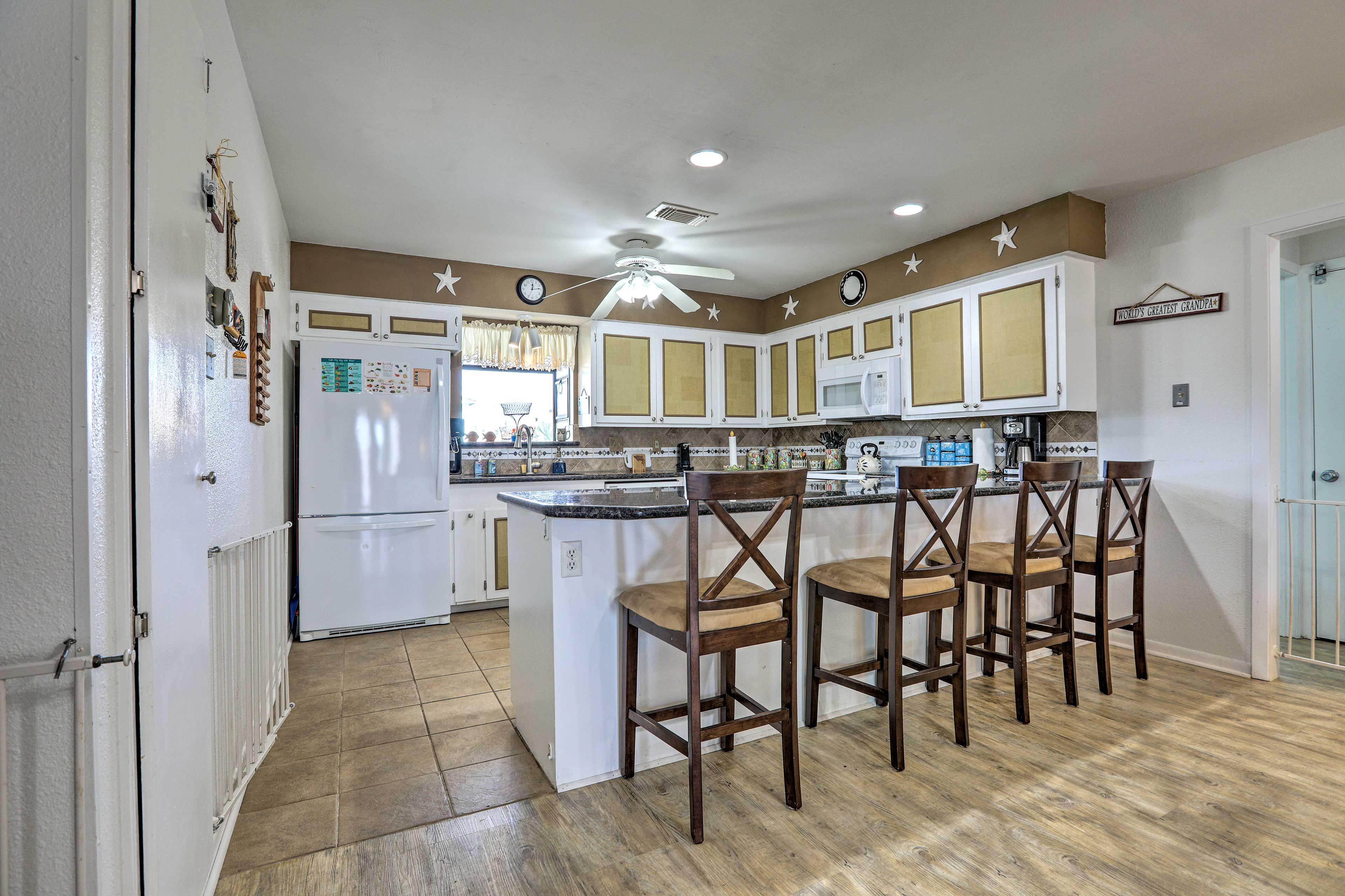 Munch on your favorite snacks in the fully equipped kitchen!