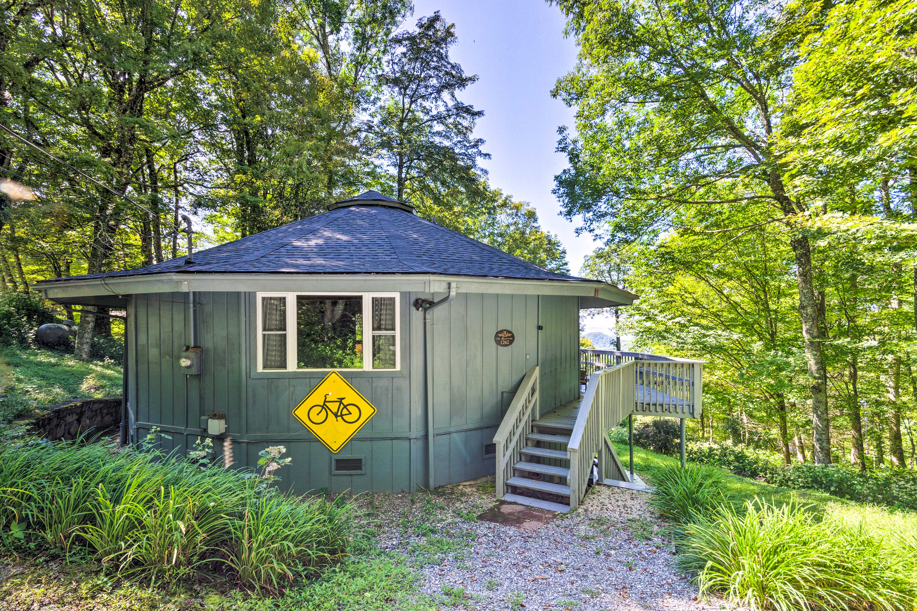This roundette home will be cozy for any and all groups!