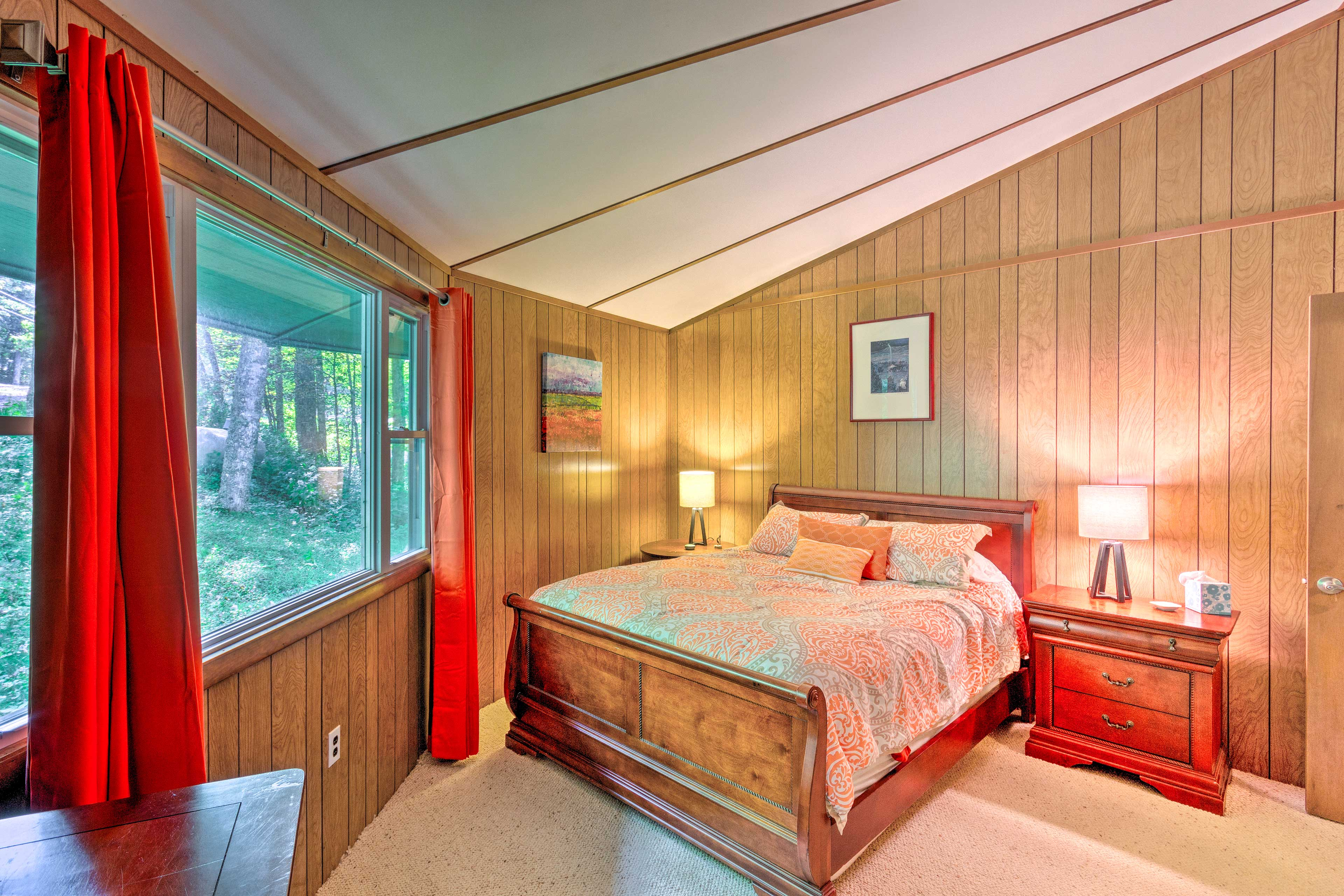 Retire to the master bedroom for a night of deep sleep.