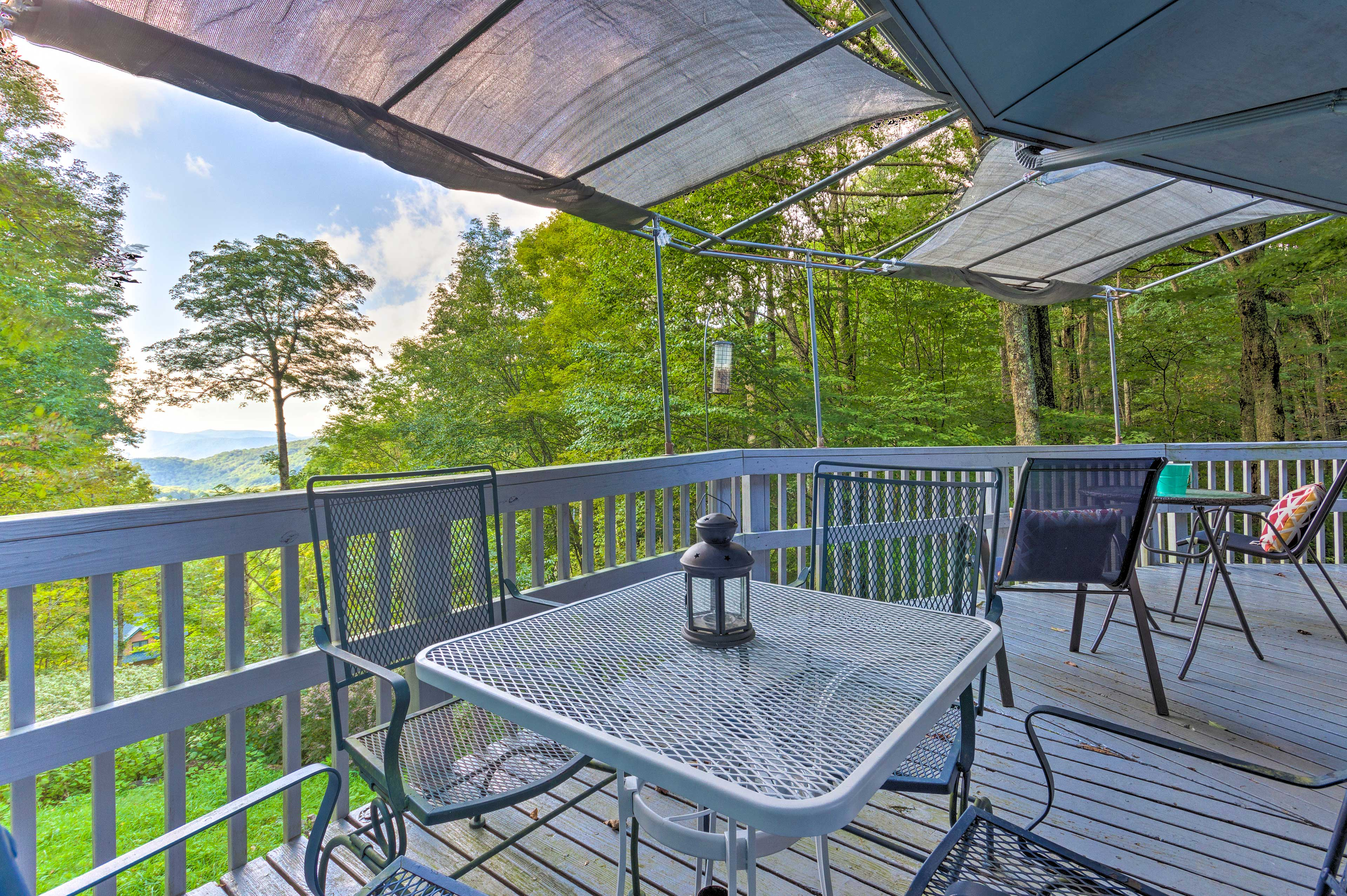 Discover the views of the North Carolina mountains from this cottage's deck.