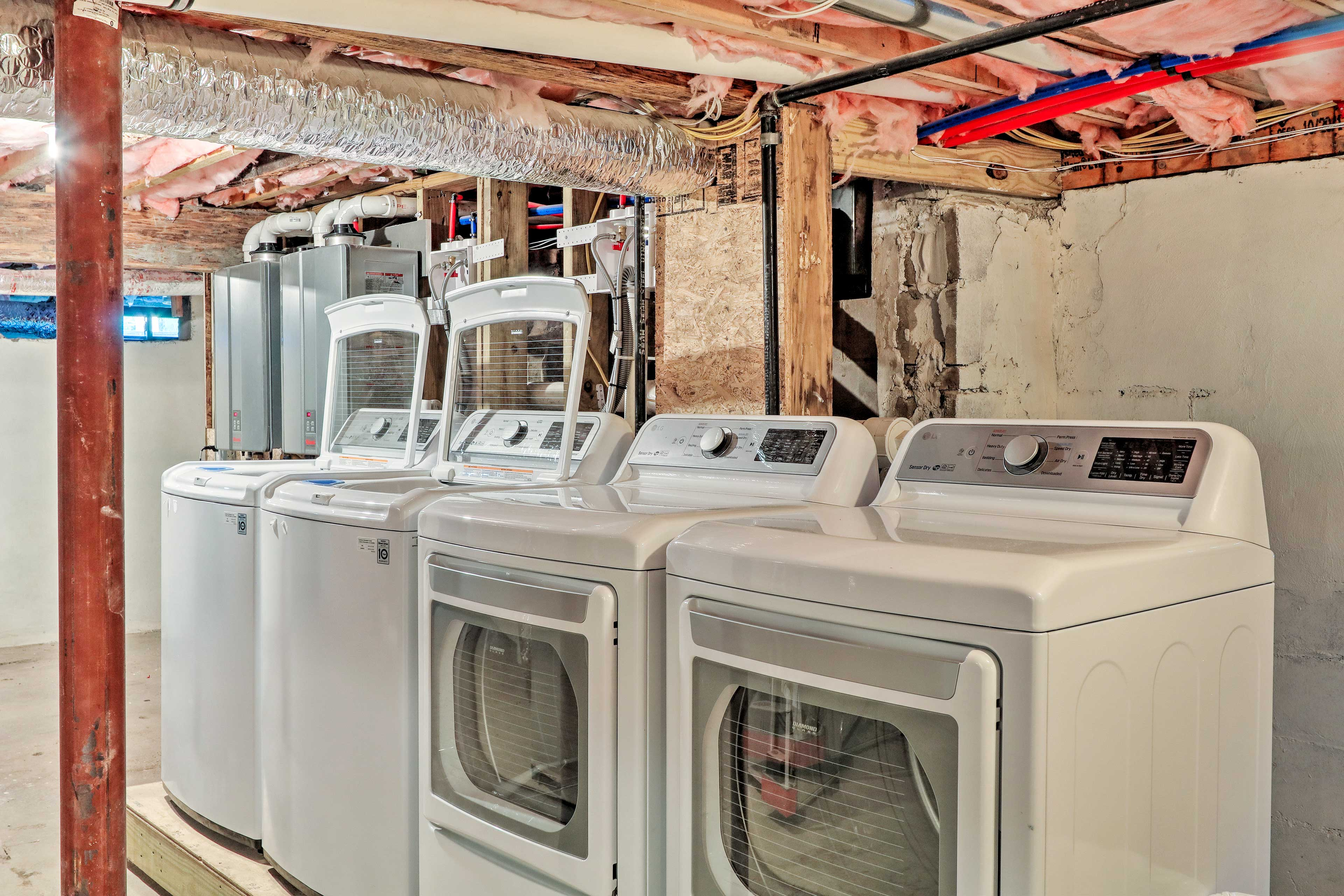 Keep clothes fresh with 2 sets of laundry machines.