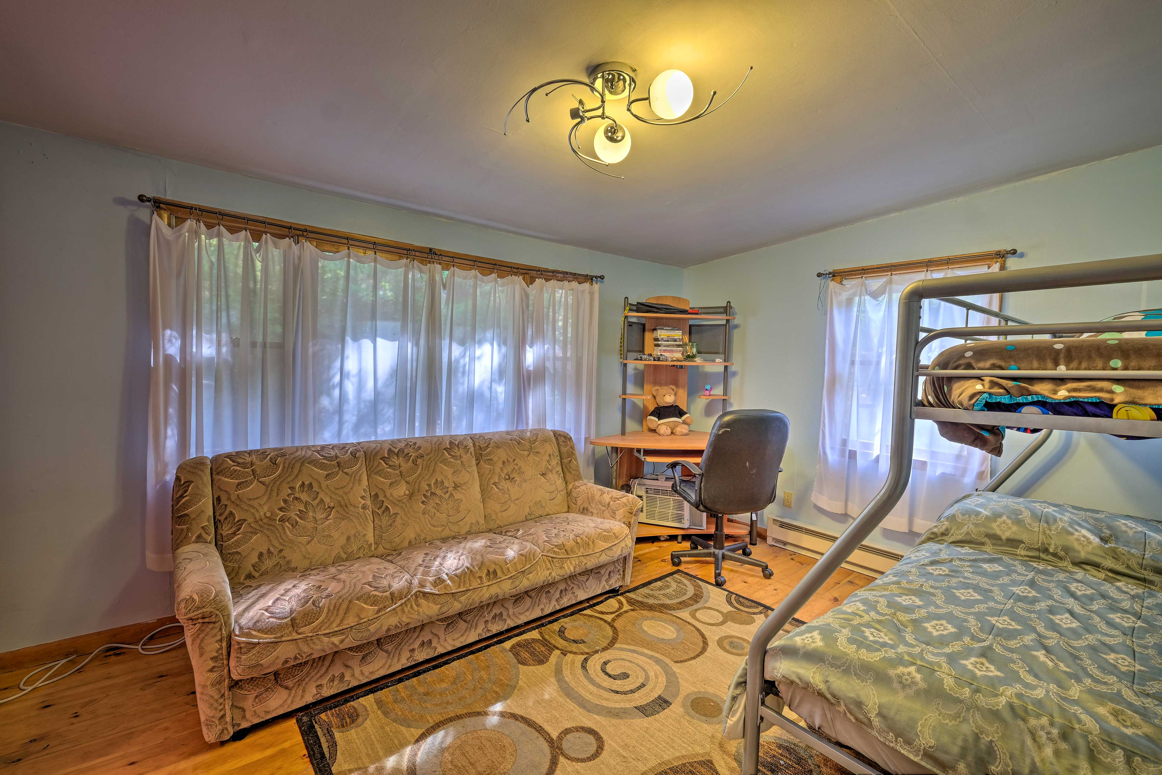 This bedroom sleeps 5.
