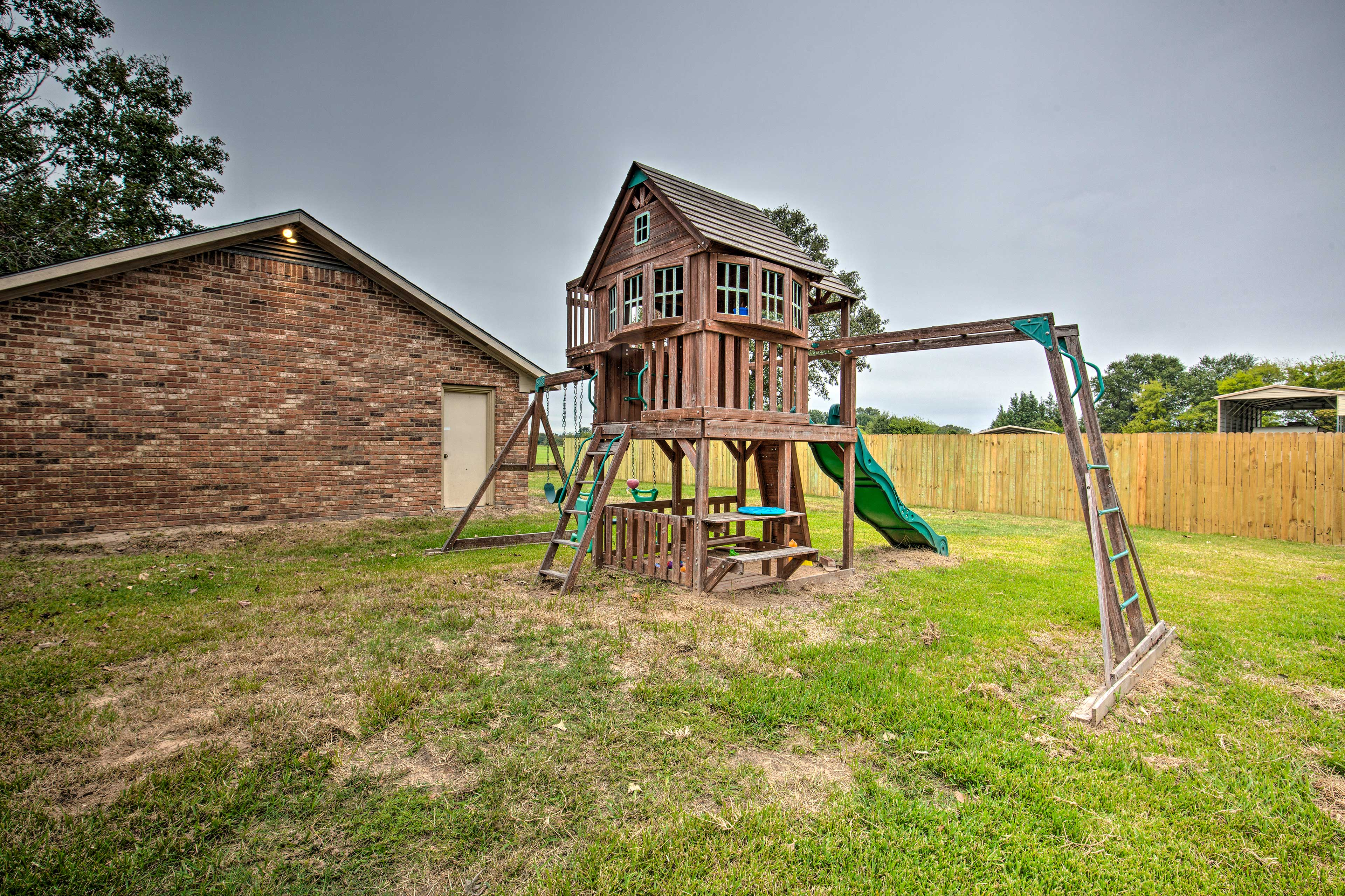 The kids will stay entertained with their very own playground!