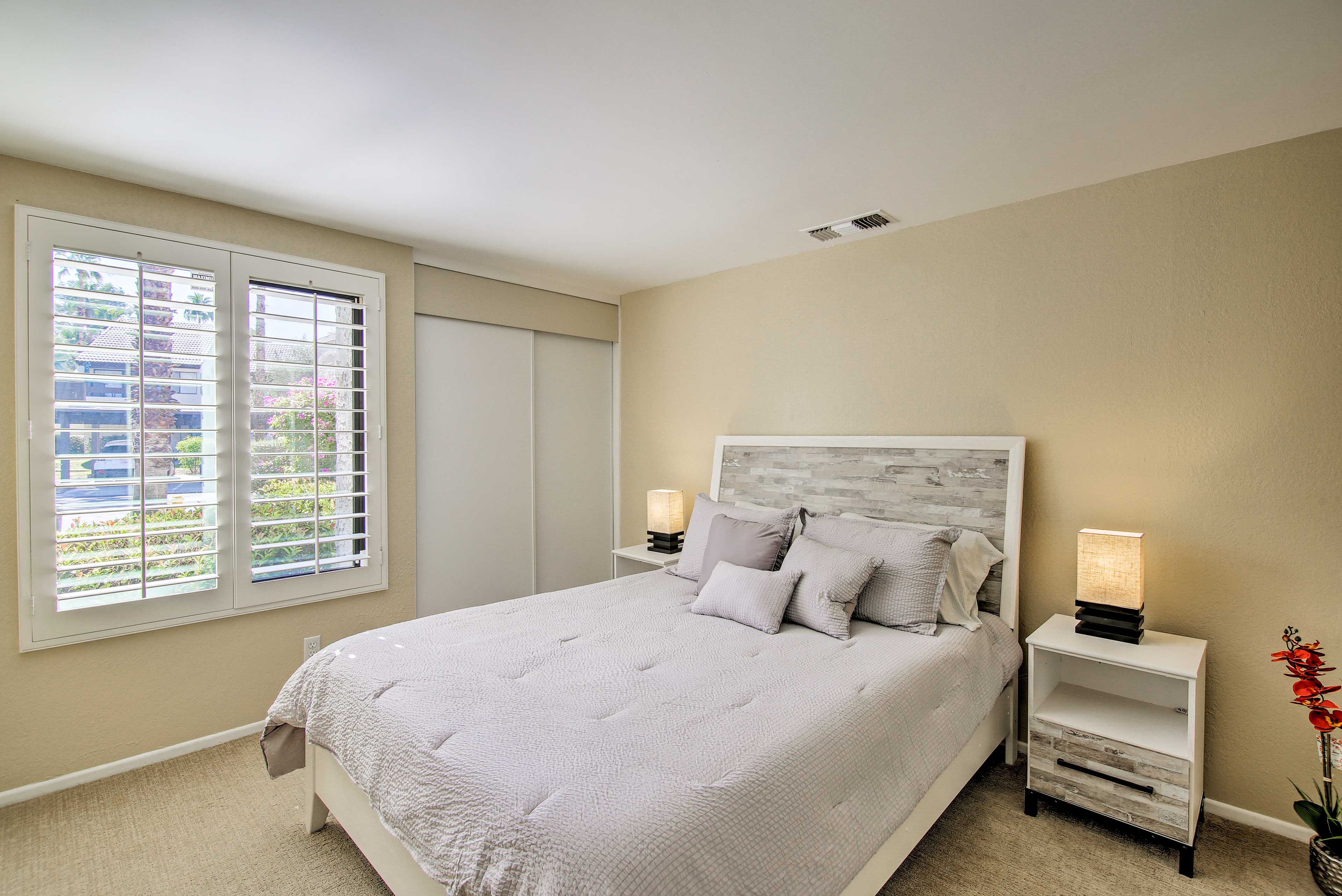 The second bedroom also features a queen bed for 2.