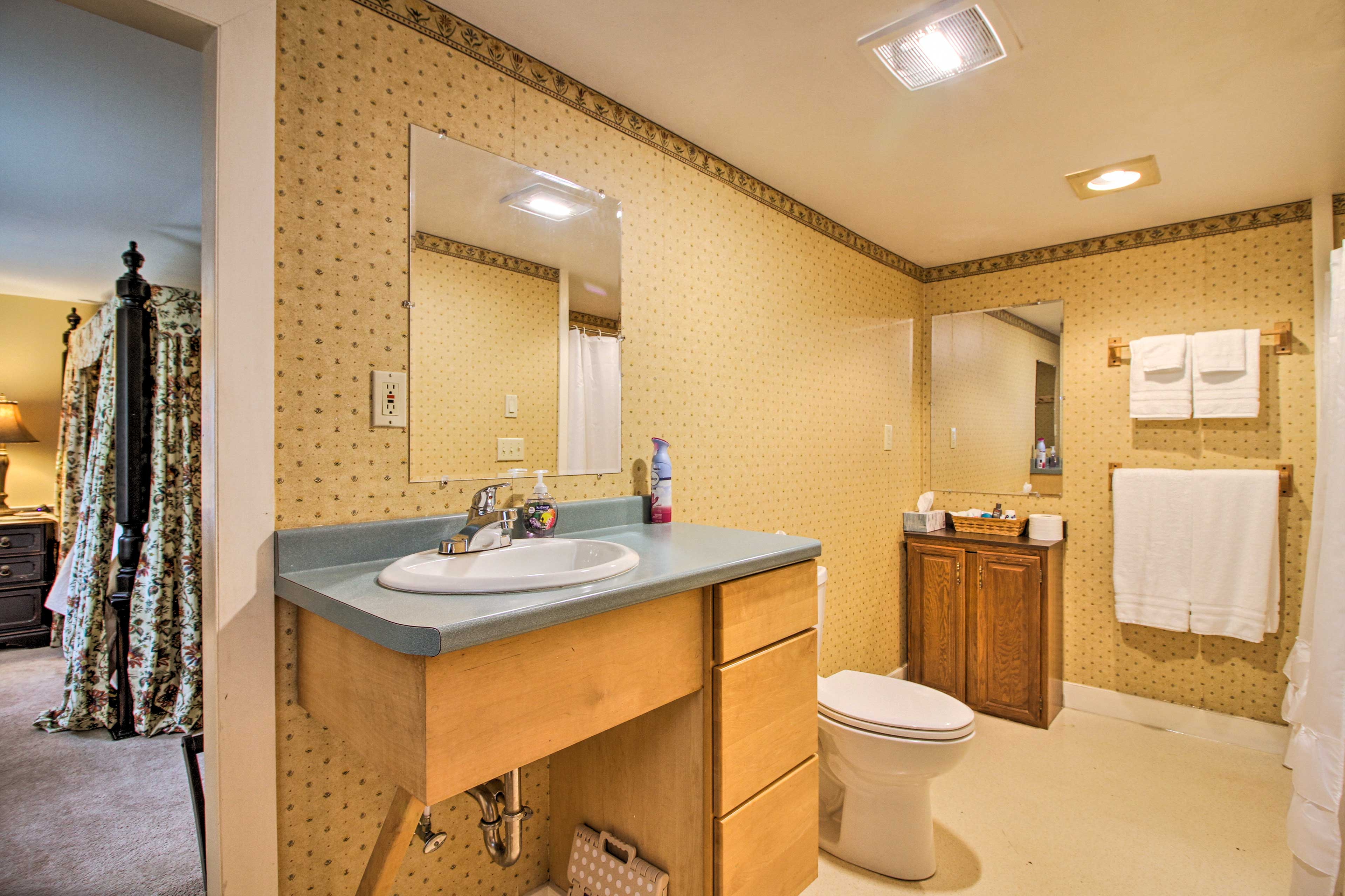 There is 1 full bathroom in the home.
