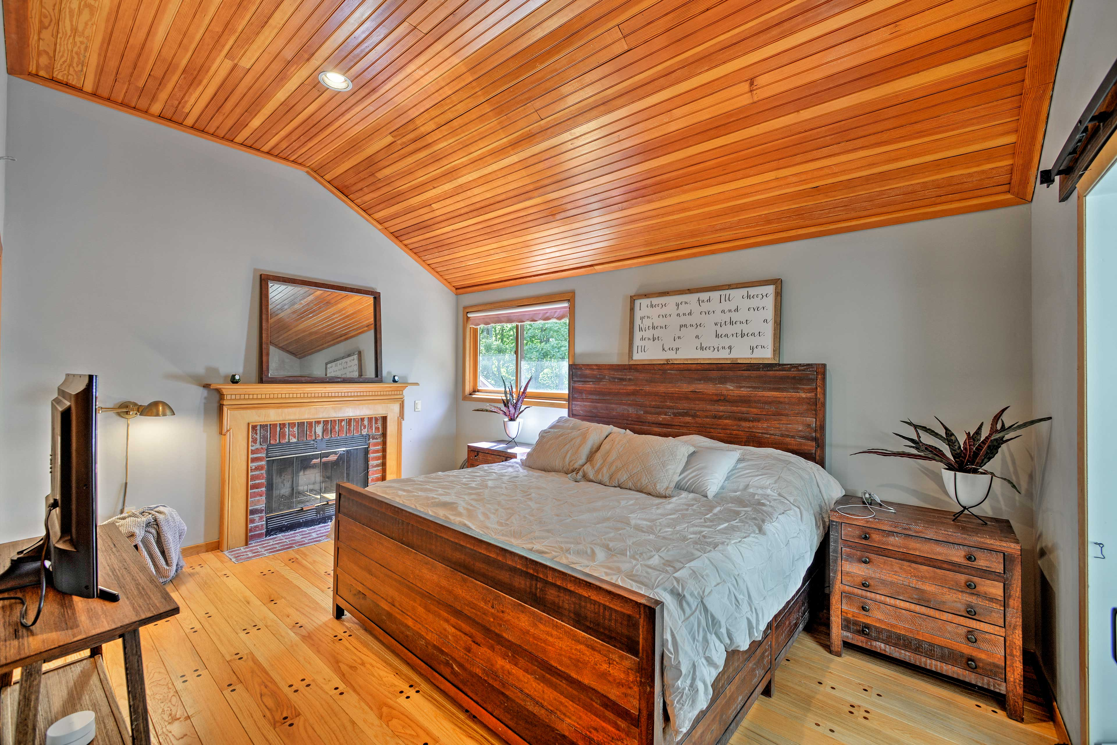 Bedroom 1 (Suite) | Fireplace | Smart TV | King Bed
