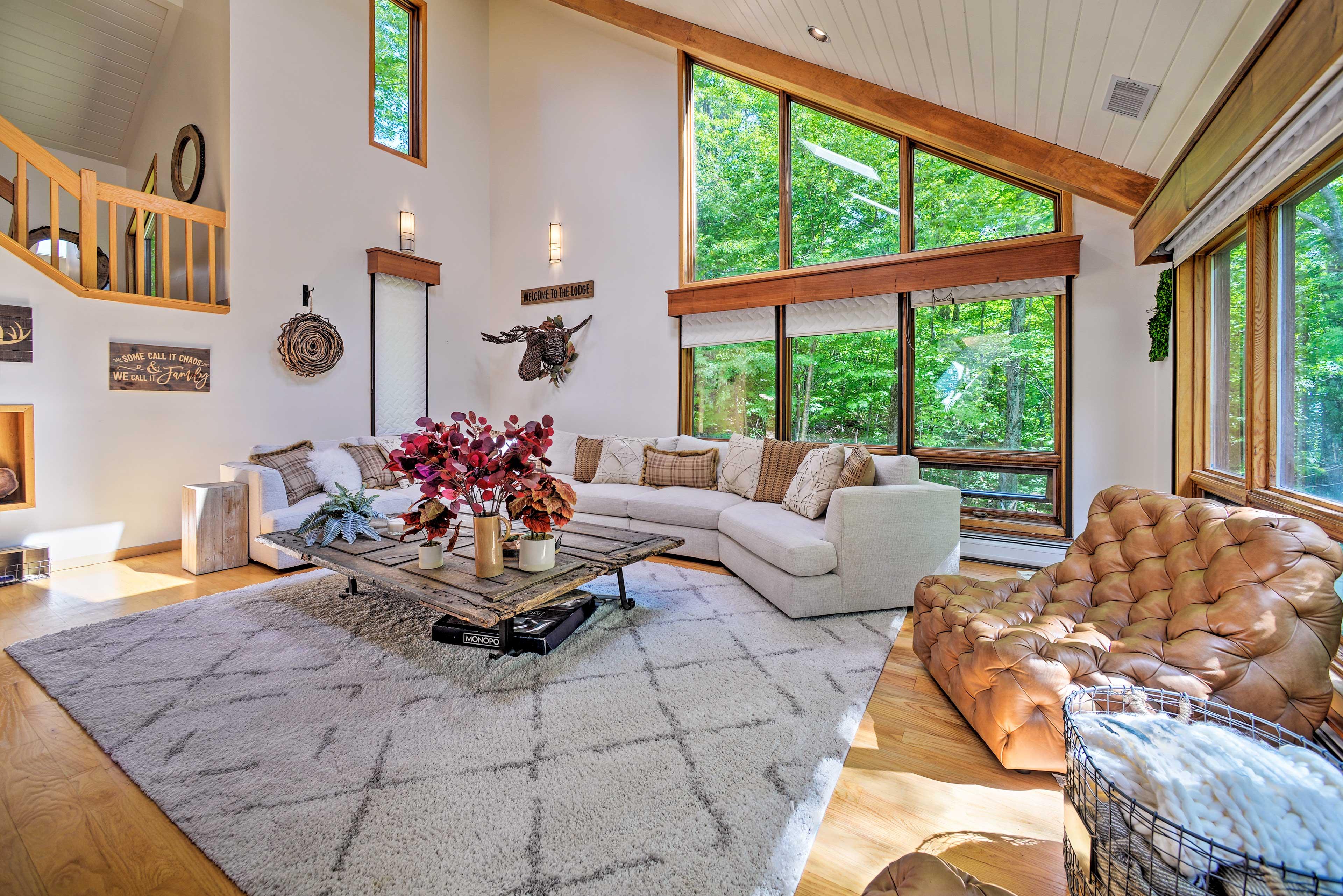 Great Room | Vaulted Ceilings | Floor-To-Ceiling Windows