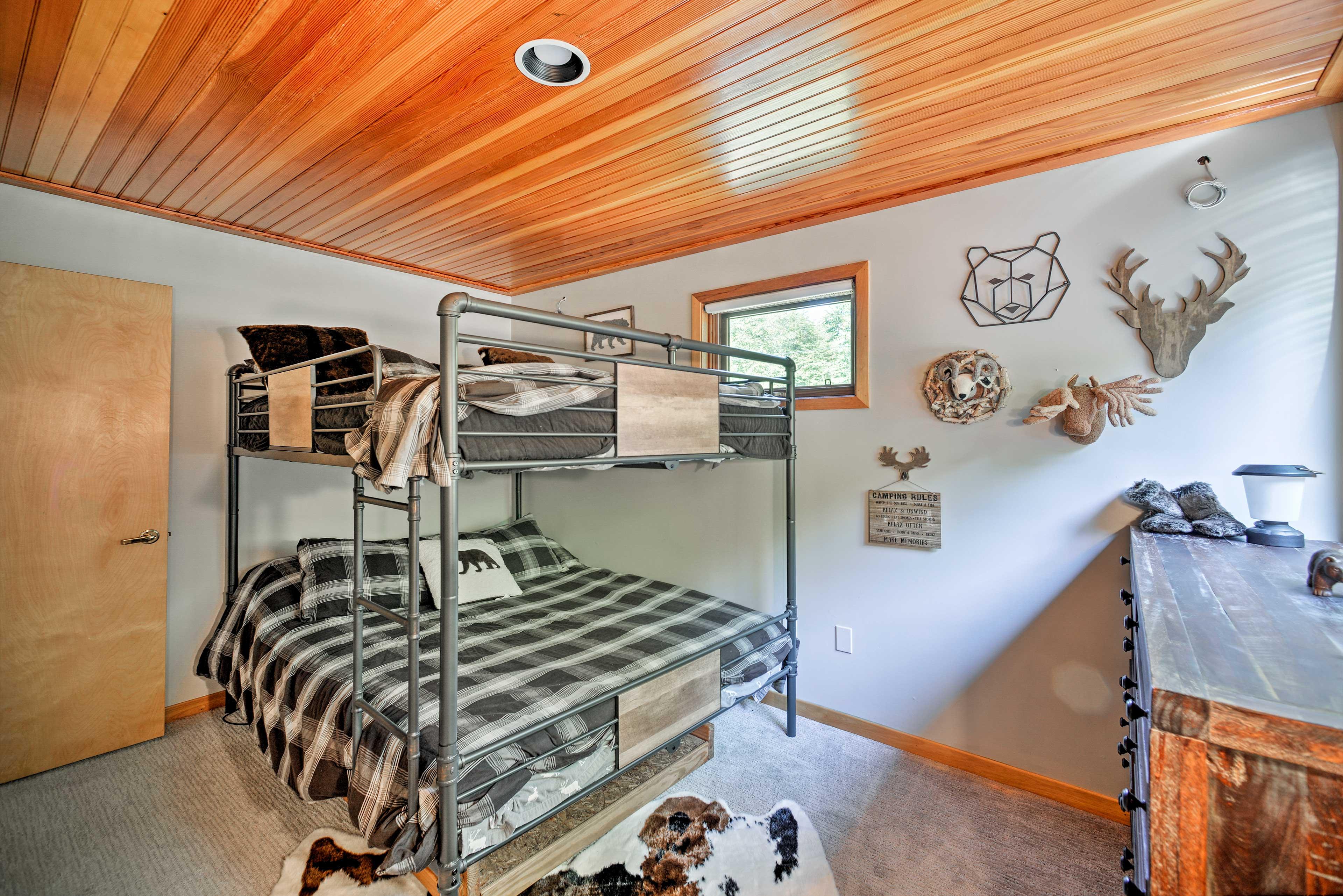 Bedroom 5 | Queen Bunk Bed